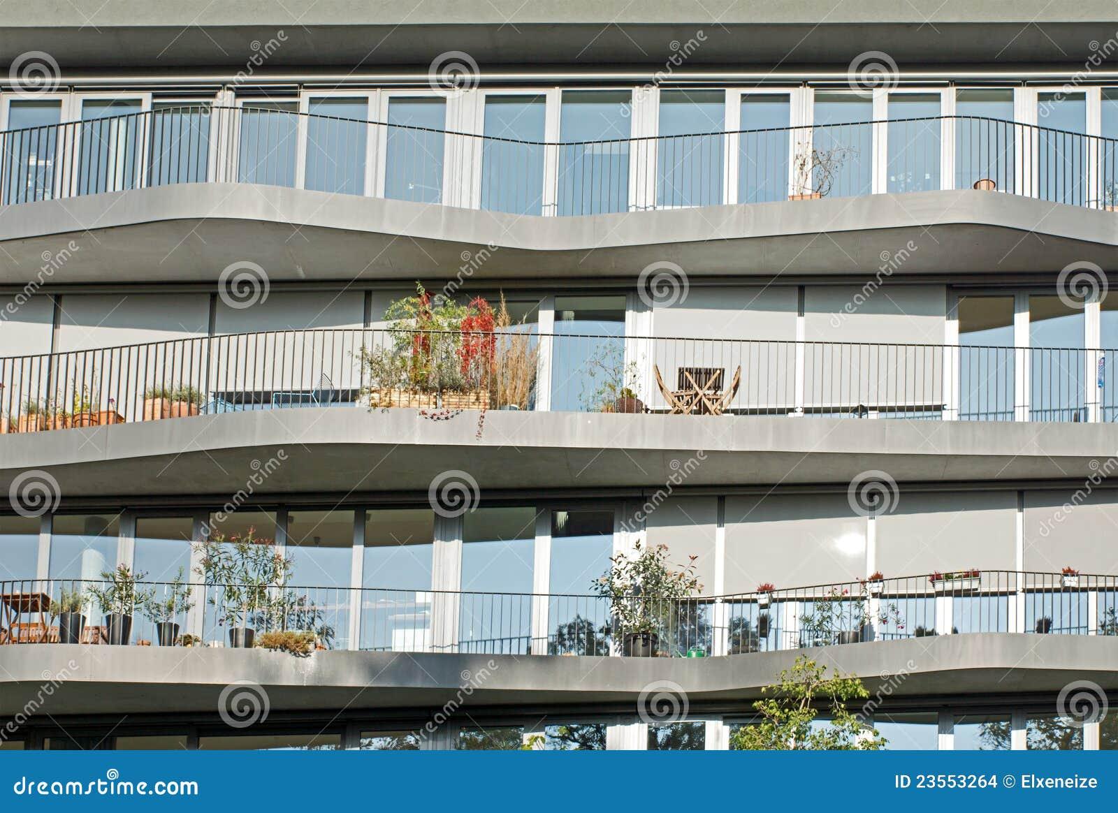 Fachada de algunos apartamentos modernos foto de archivo for Fachadas de apartamentos modernas