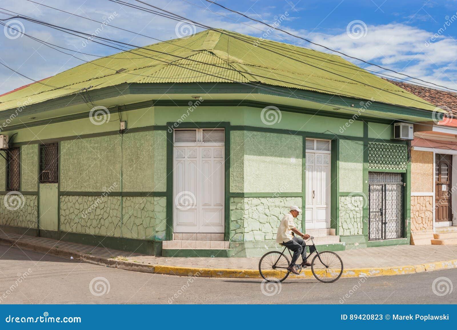 Fachada de casas coloridas no distrito histórico Granada no Ni