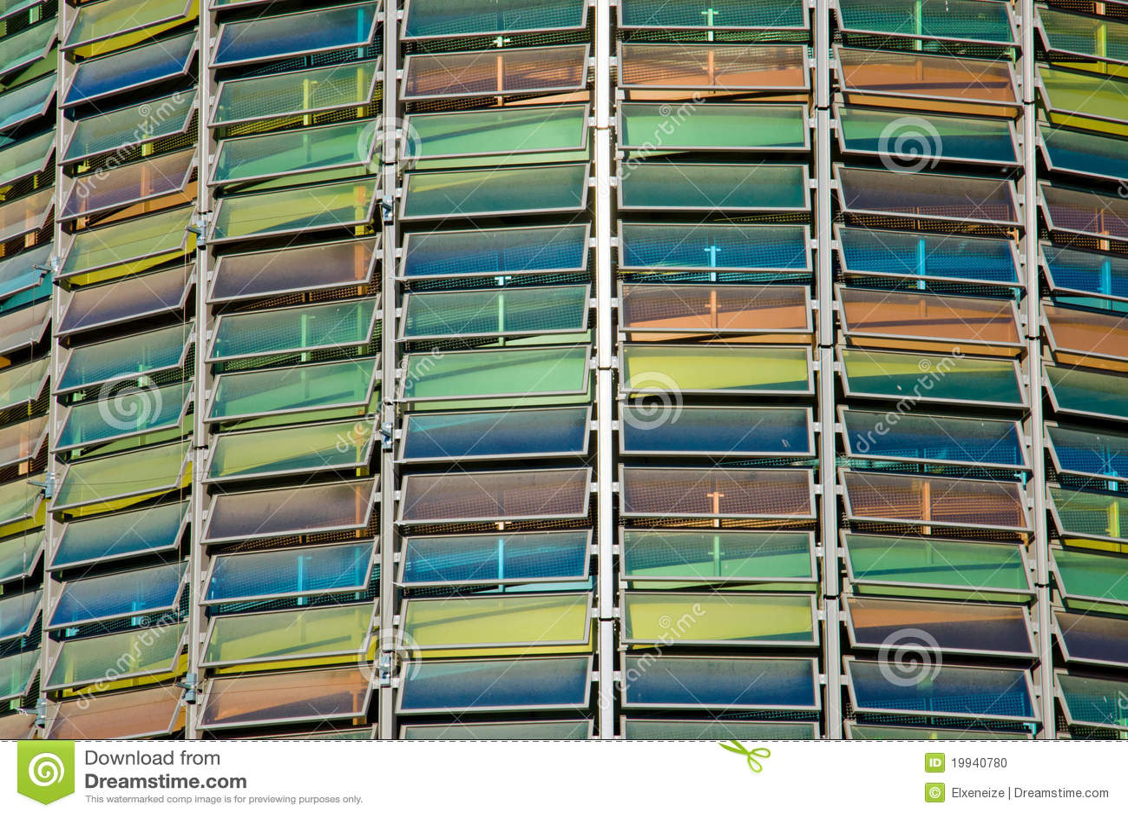 Fachada de cristal colorida