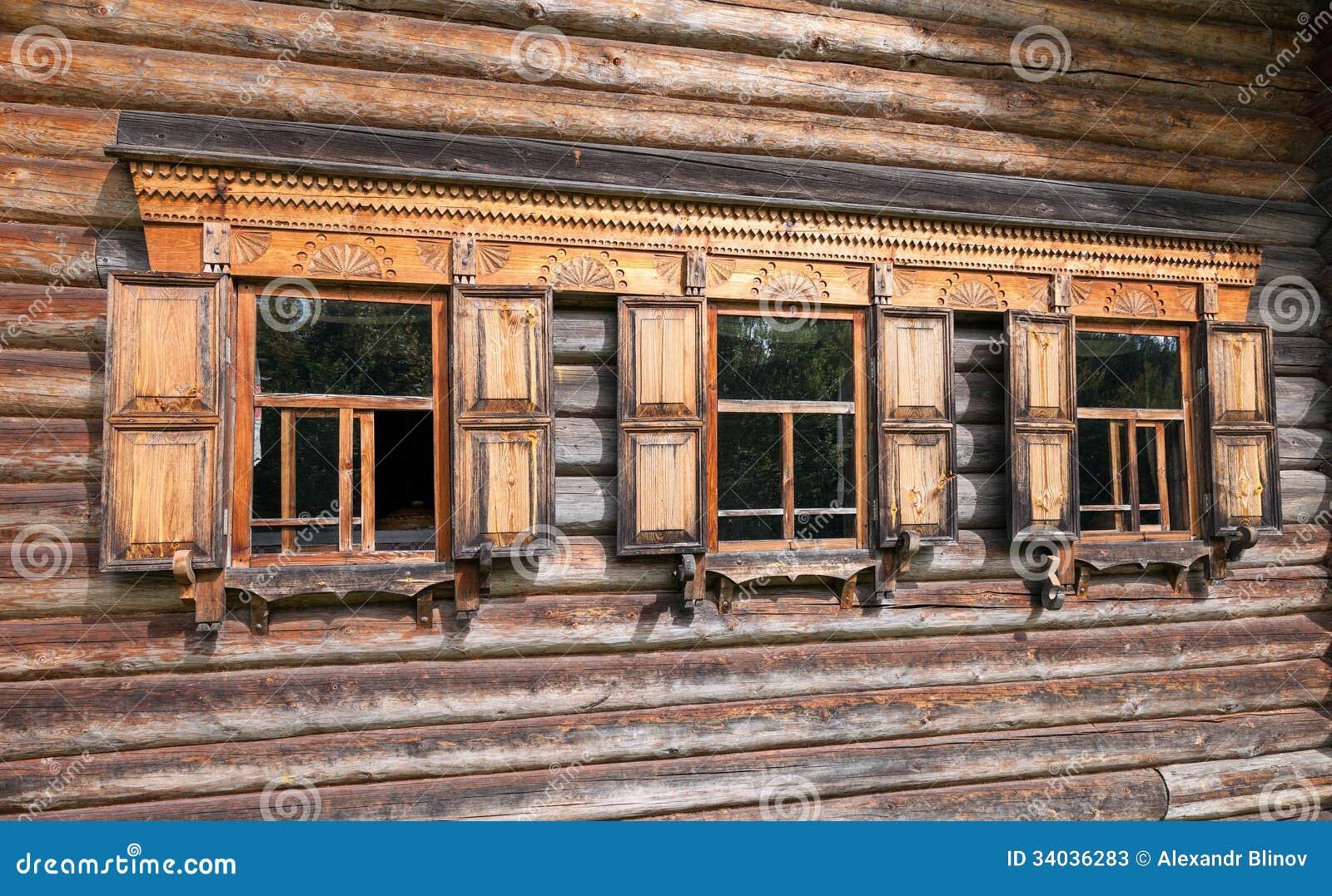Fachada de la casa de madera rusa tradicional fotos de - La casa de madera ...