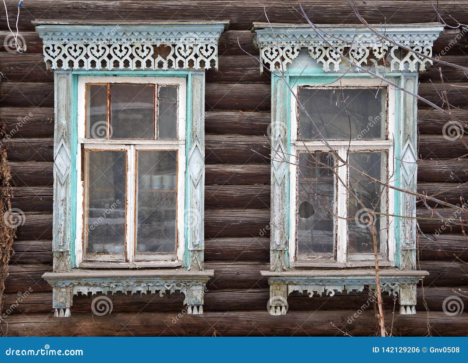 Fachada de la casa de madera vieja