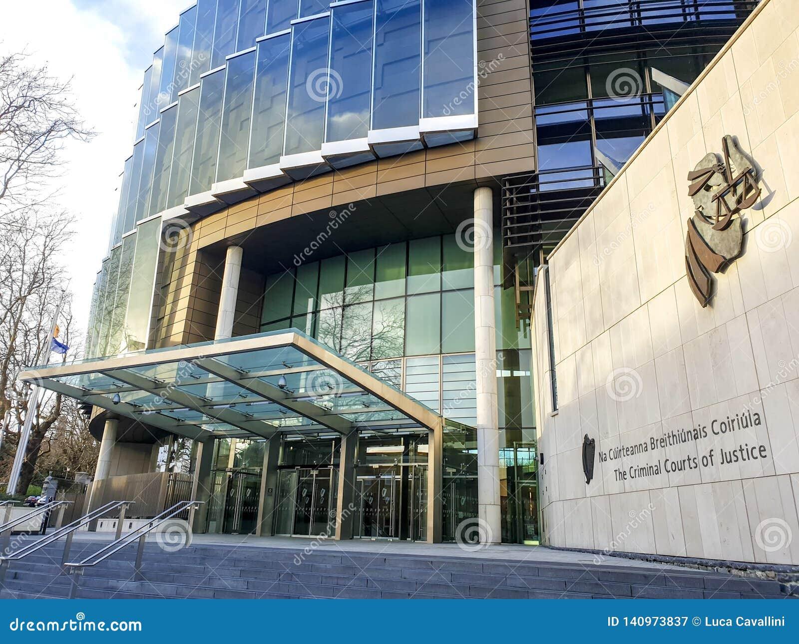 Fachada de los Tribunales Penales de la justicia - Dublín
