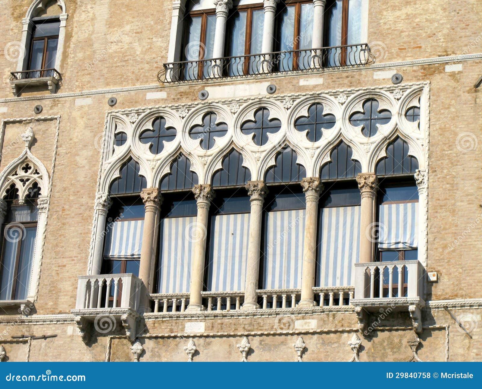 Fachada de um palácio em Veneza