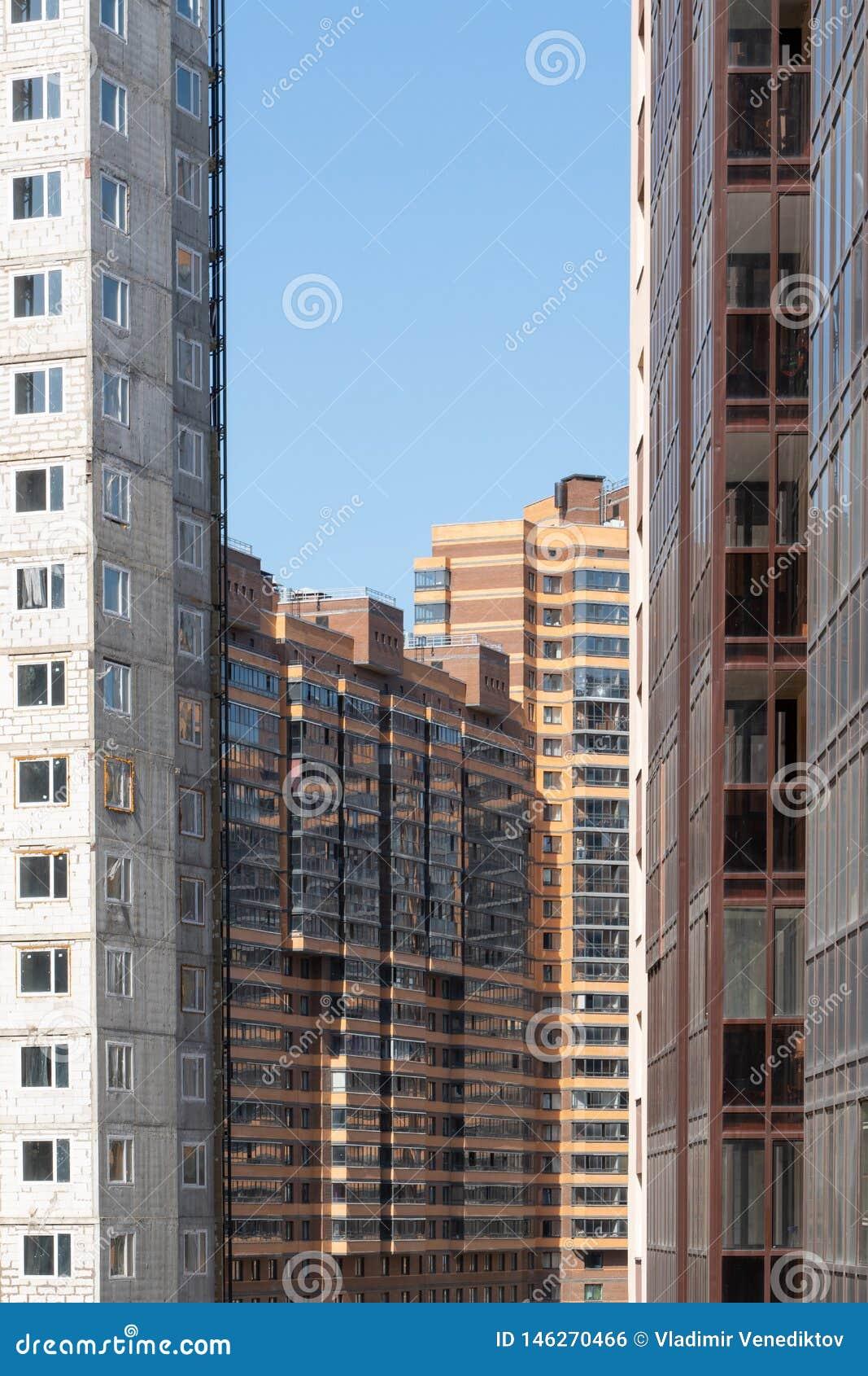 Fachada de un nuevo edificio residencial de varios pisos arquitectura de la ciudad moderna