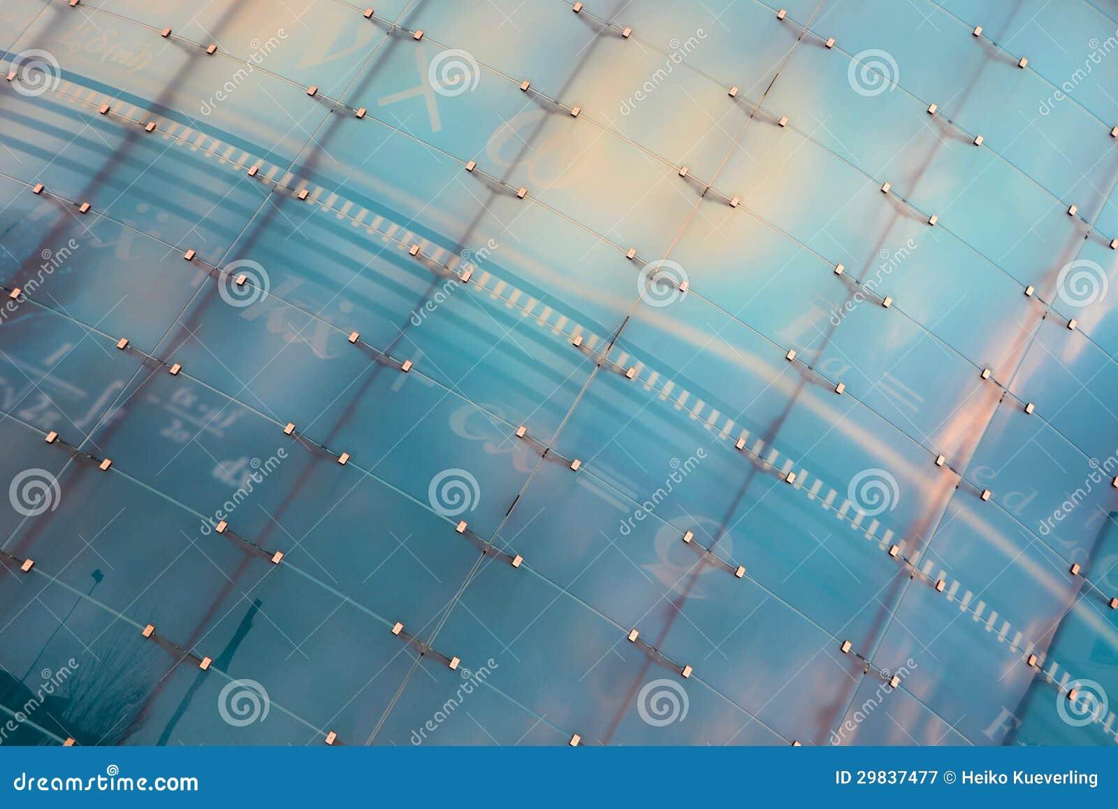 Fachada de vidro de uma construção moderna