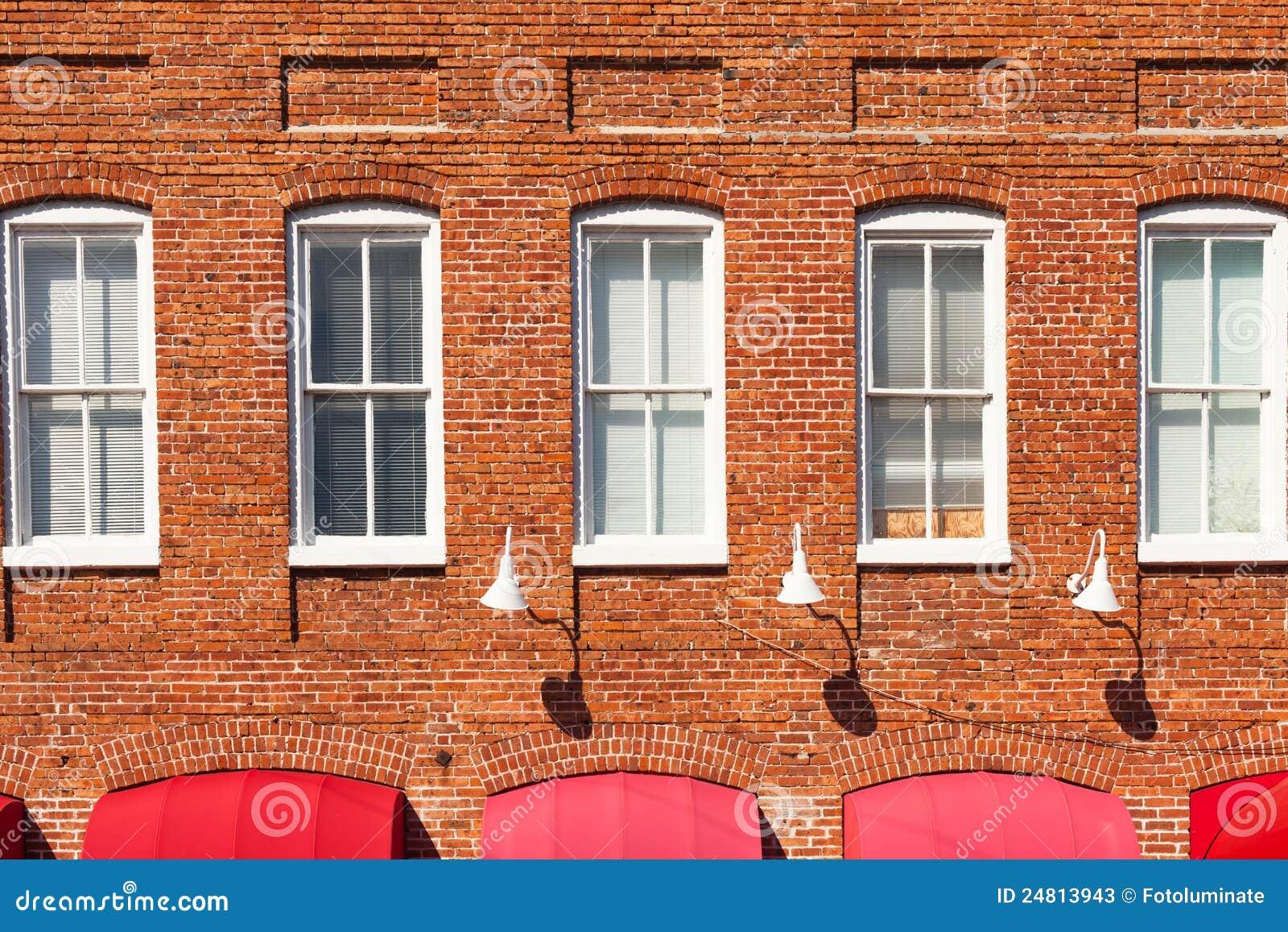 Fachada del edificio de ladrillo rojo imagen de archivo for Fachada de ladrillo