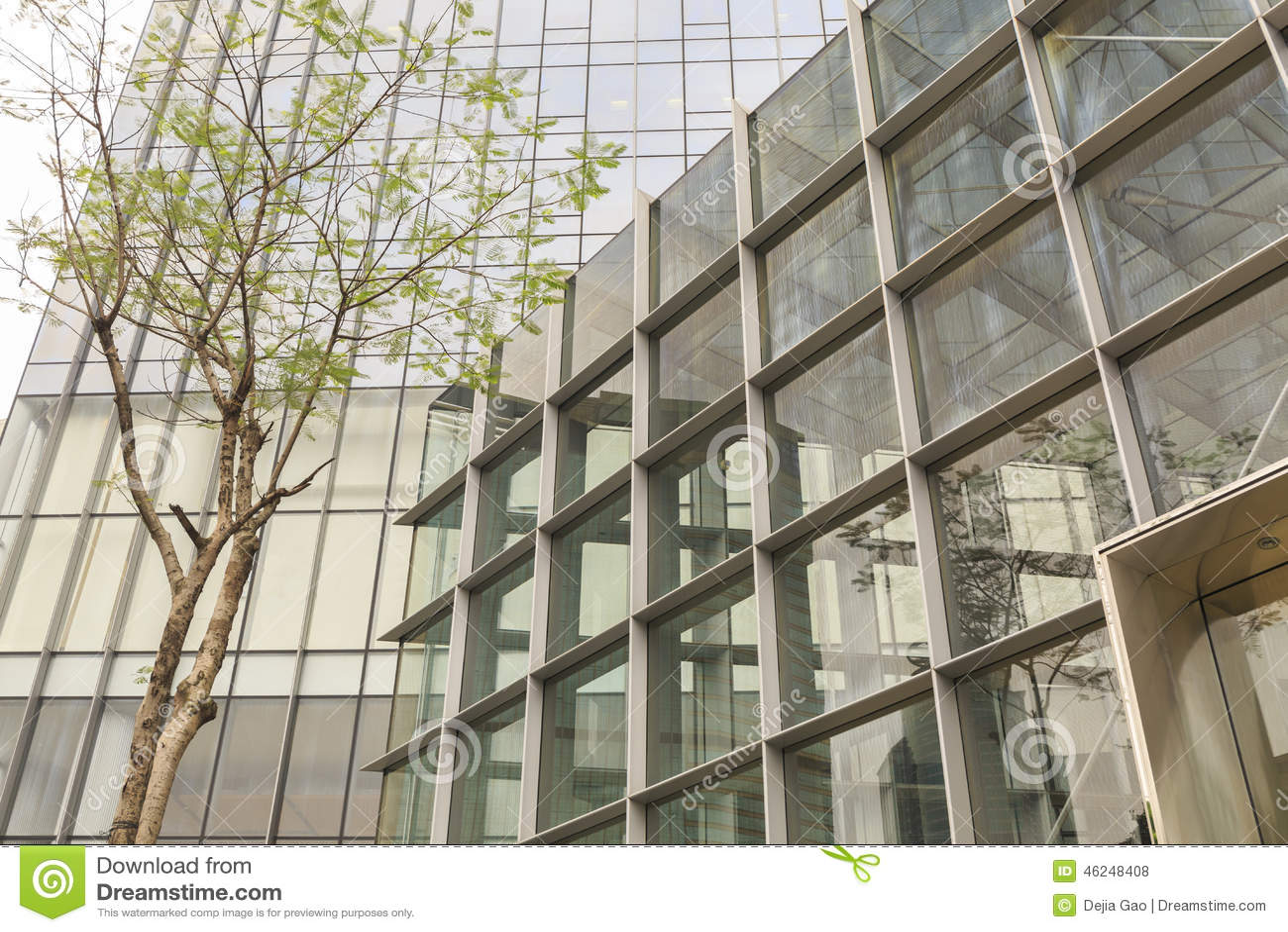 Fachada del edificio de oficinas moderno con la pared de for Exterior edificios