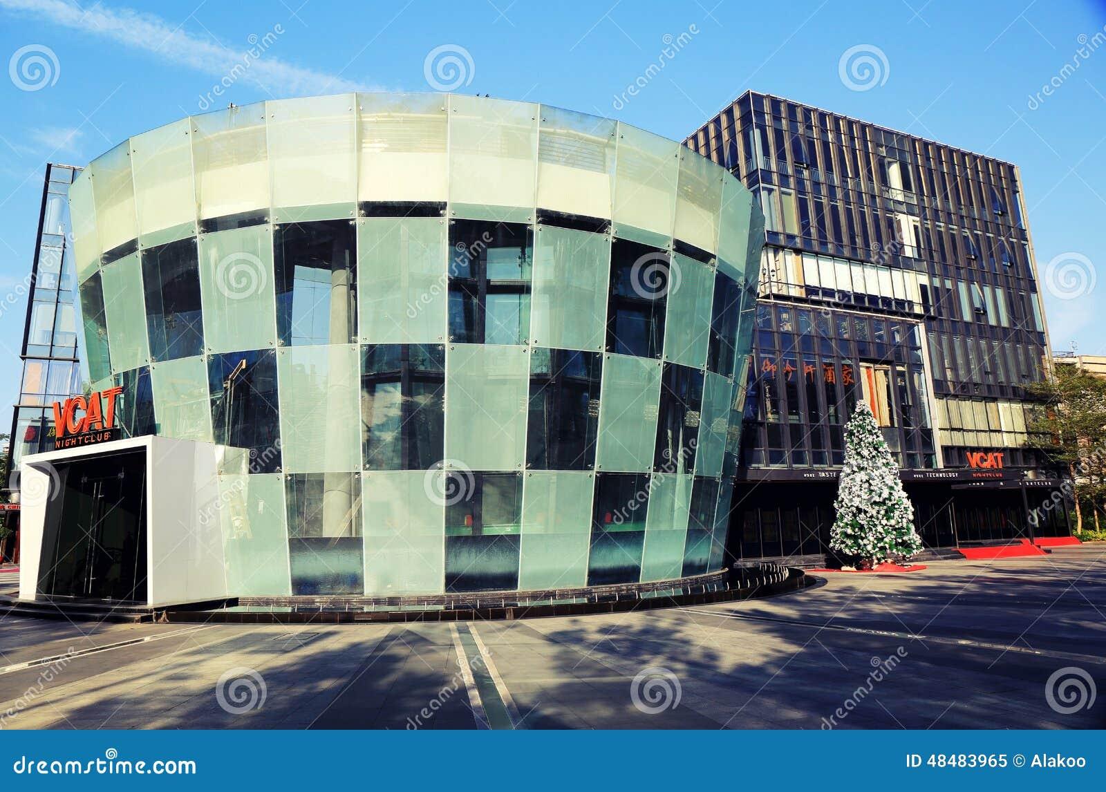 Fachada del hotel y del restaurante edificio moderno del for Fachadas de restaurantes modernos
