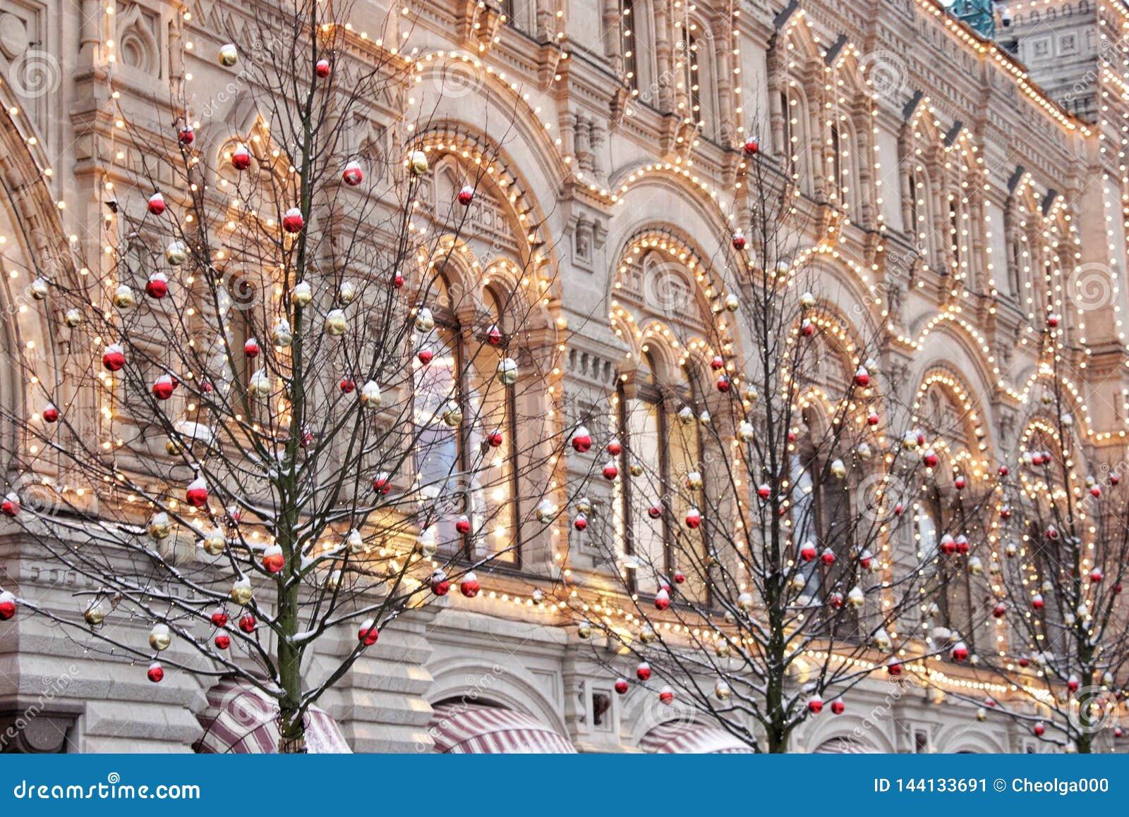 Fachada do Natal do ano novo da construção no quadrado vermelho em Moscou