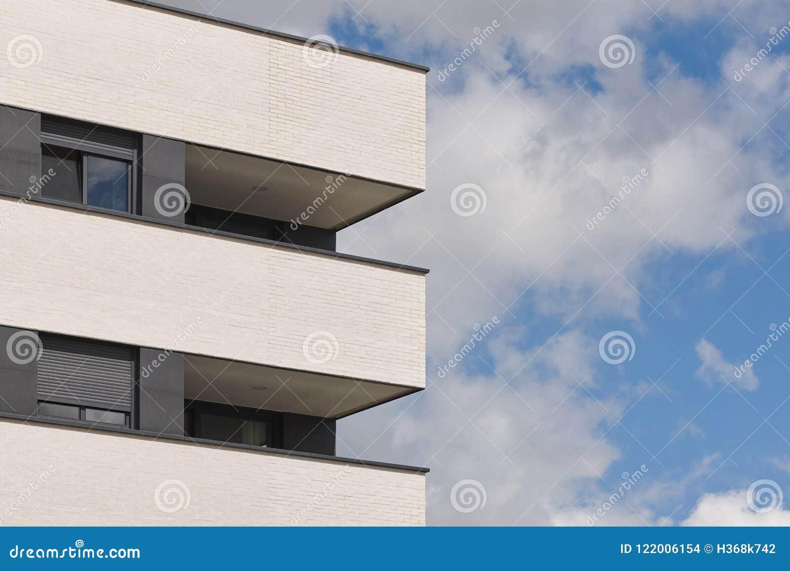 Fachada Exterior Del Nuevo Edificio Con La Terraza