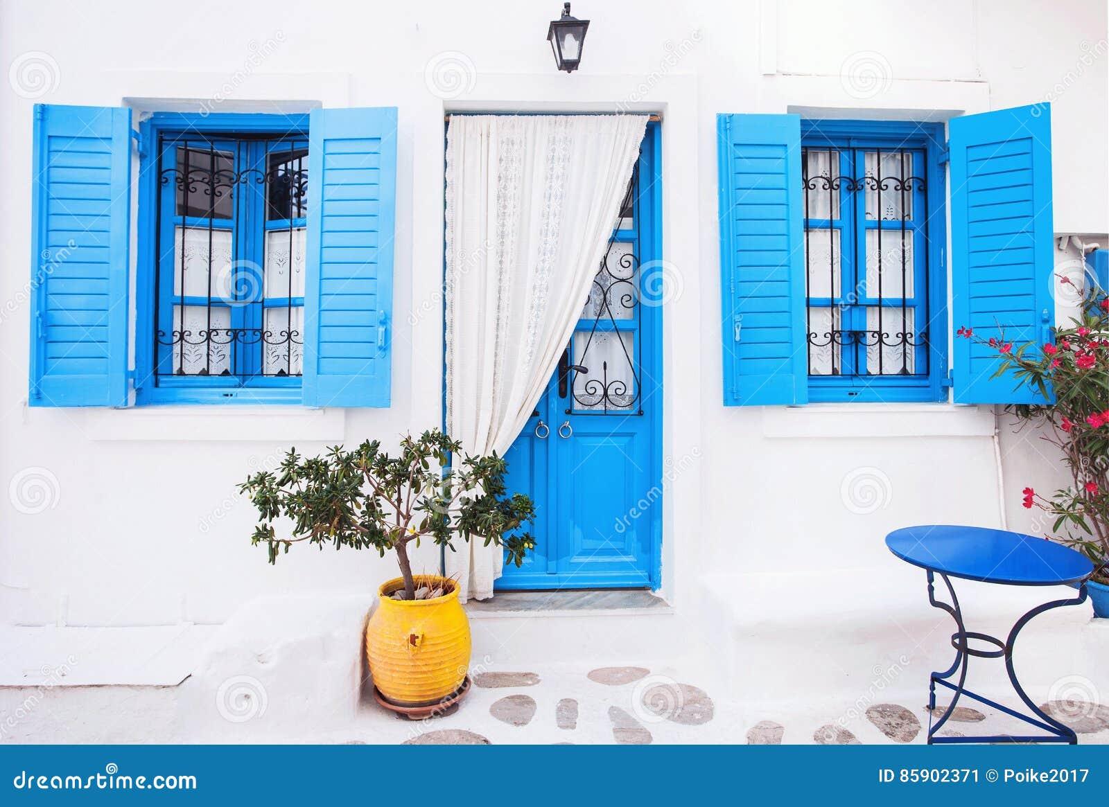Fachada grega tradicional da casa gr cia imagem de stock for Fachada tradicional
