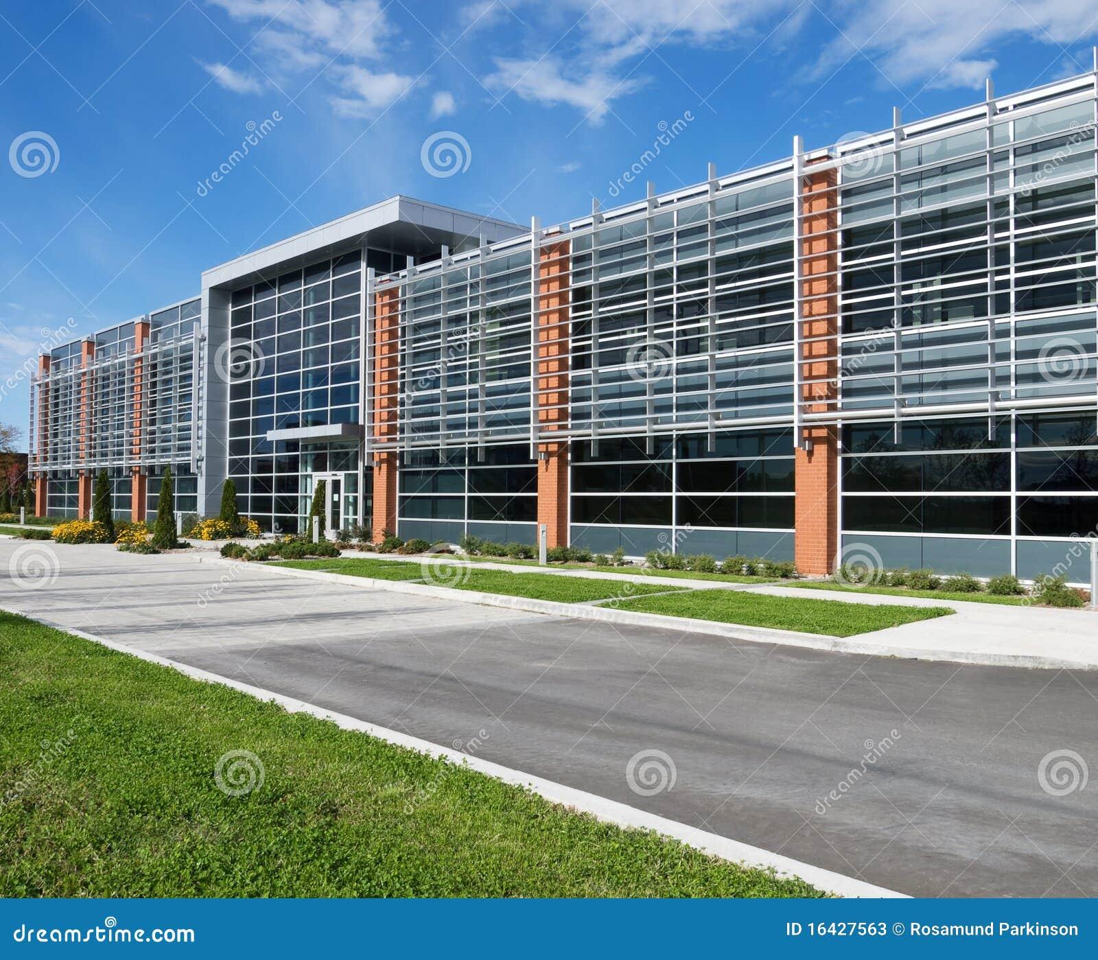 Fachada moderna del edificio imagen de archivo imagen de for Fachadas de oficinas modernas