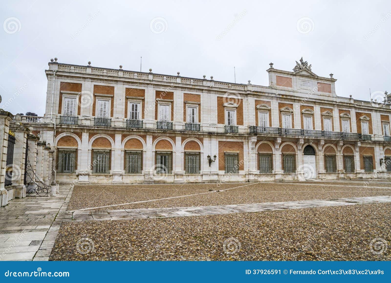 Fachada principal. El palacio de Aranjuez, Madrid, herencia de Spain.World se sienta