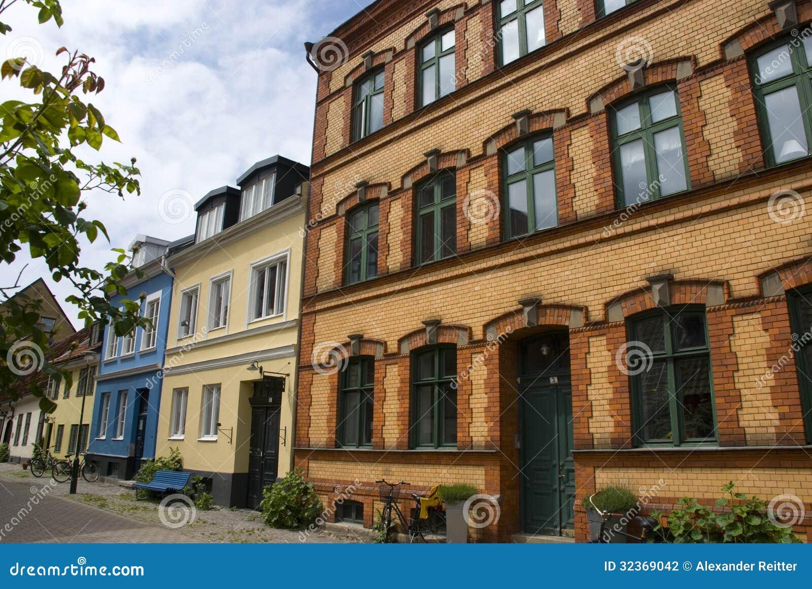 Fachadas de casas escandinavas coloridas fotografia de - Casas escandinavas ...