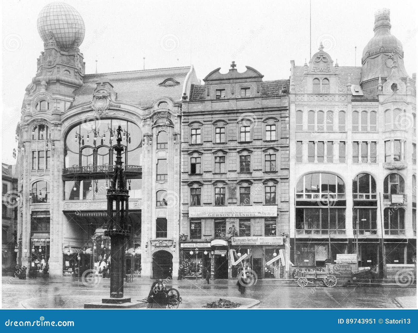https://thumbs.dreamstime.com/z/fachadas-de-viviendas-hist%C3%B3ricas-viejas-en-la-plaza-del-mercado-de-rynek-en-wroclaw-breslau-polonia-89743951.jpg