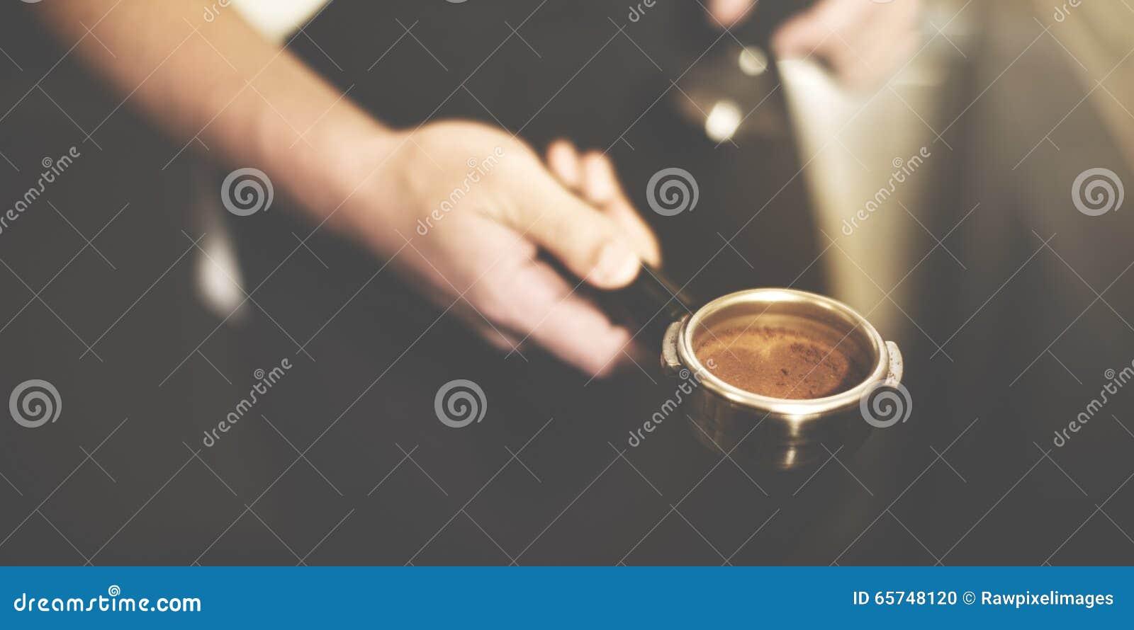 Fachmann-Konzept Barista Coffee Brewing Grind