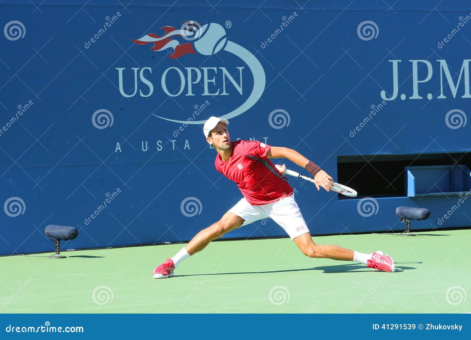 Fachowe gracz w tenisa Novak Djokovic praktyki dla us open 2013