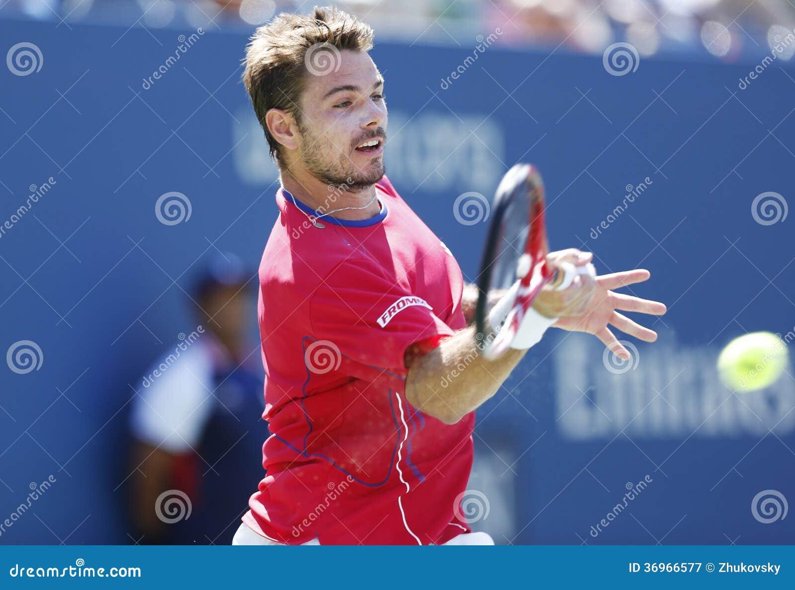 Fachowy gracz w tenisa Stanislas Wawrinka podczas półfinału dopasowania przy us open 2013 przeciw Novak Djokovic