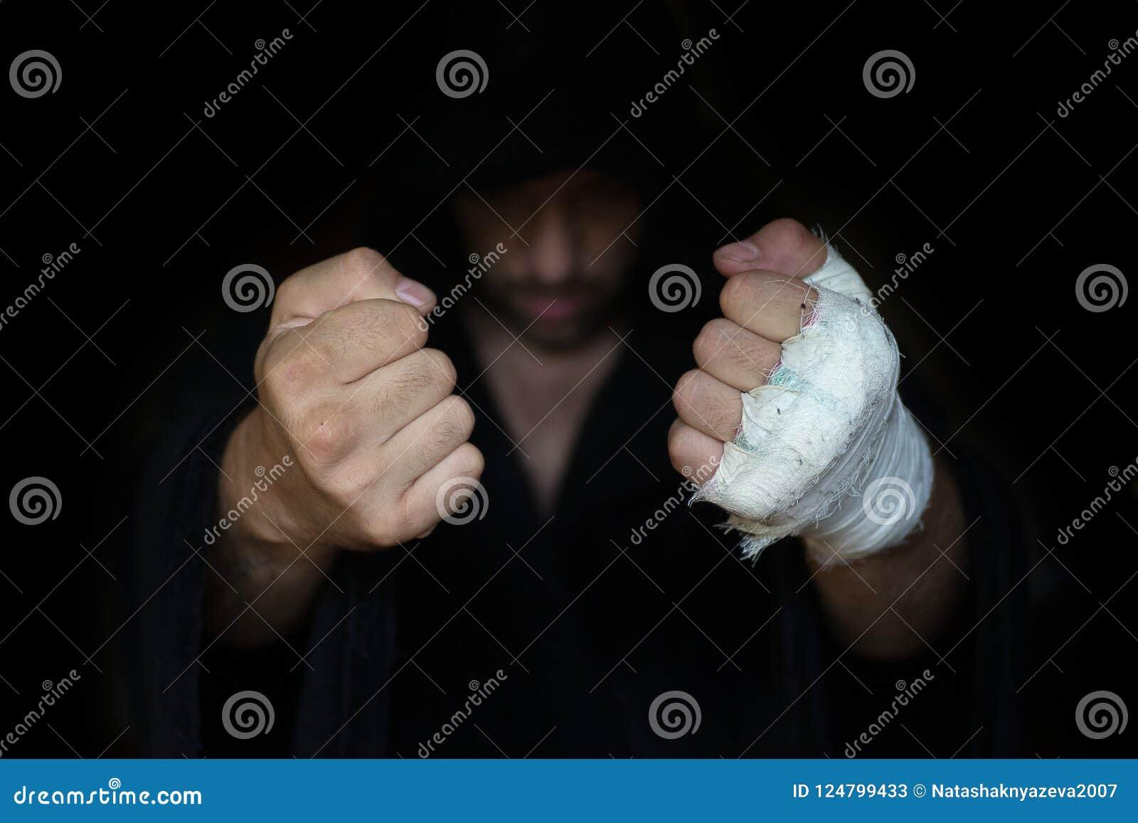 Fachowy nagrywać Bokser pięści przed burczeniem walka gotowa