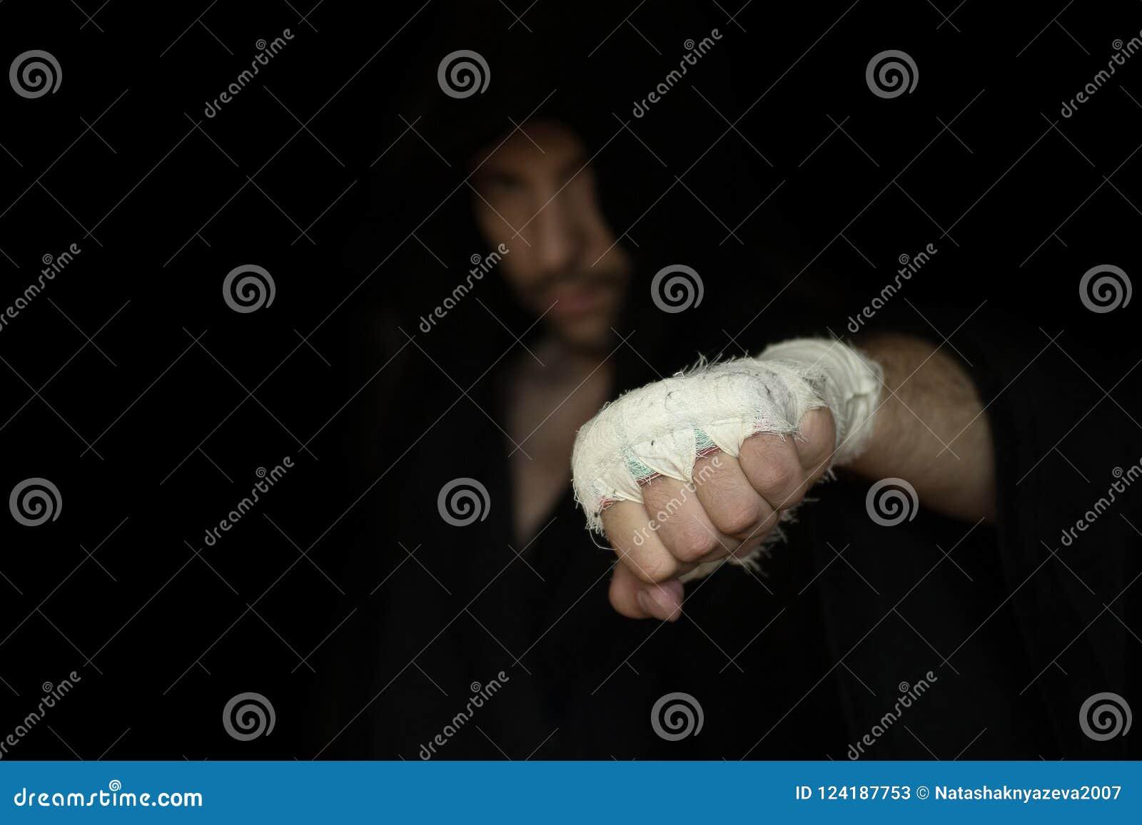 Fachowy nagrywać Ręka Pro bokser z bandażem na pięści przed walką Fachowy wojownik przygotowywa w