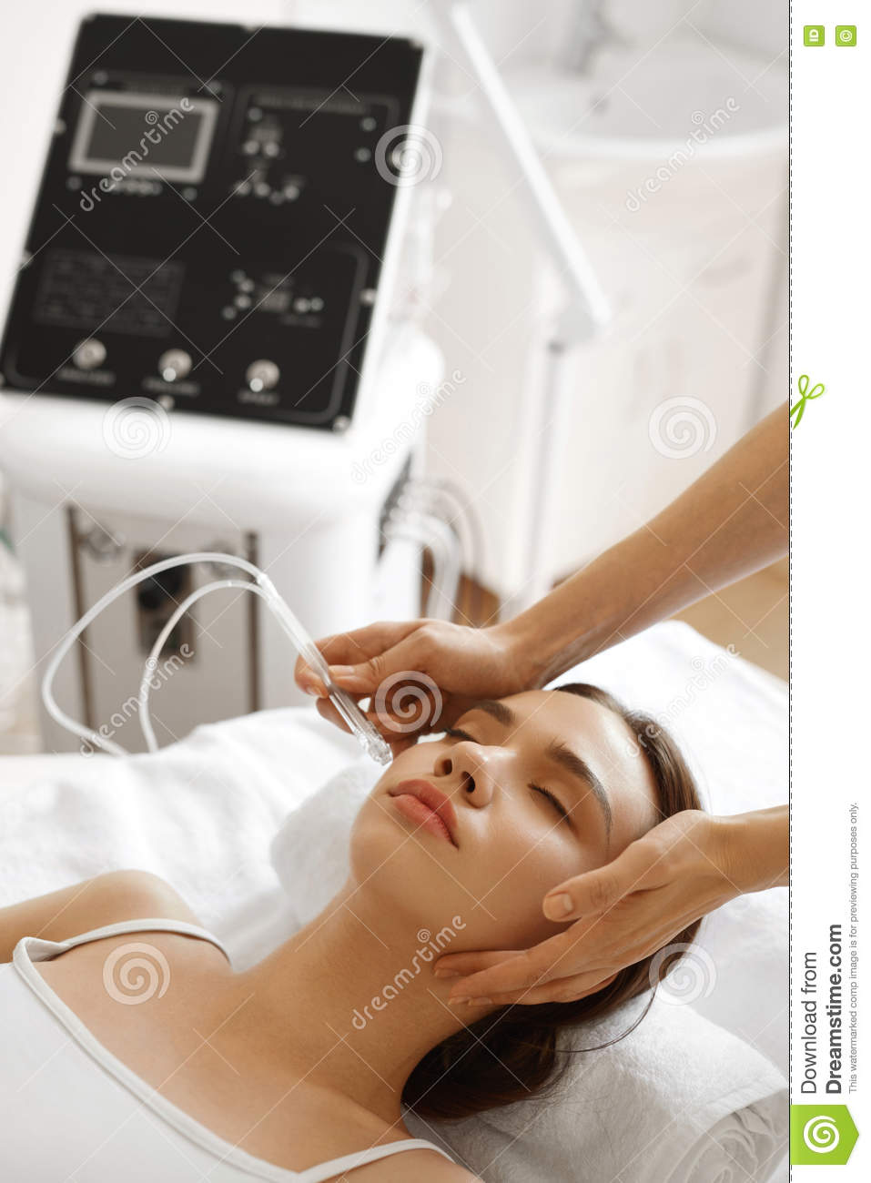 Facial Beauty Treatment  Woman Getting Oxygen Water Skin Peeling