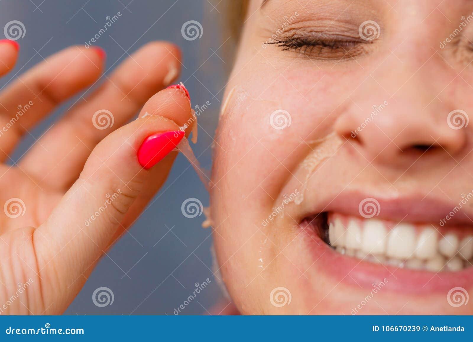 dry pealing facial skin