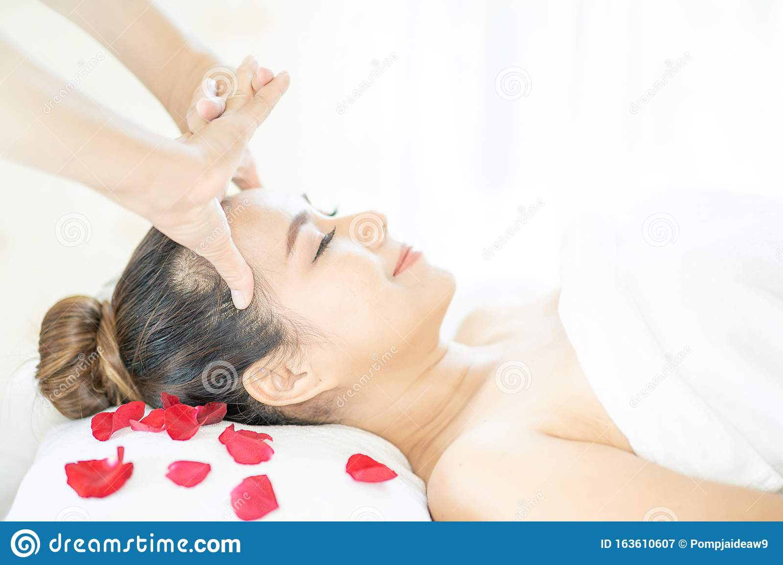 Facial Massage Spa Massage Relaxing Facial Massage At Spa Salon Happy Young Beautiful Woman Enjoying Head Massage At The Spa Stock Image Image Of Beautiful Natural 163610607
