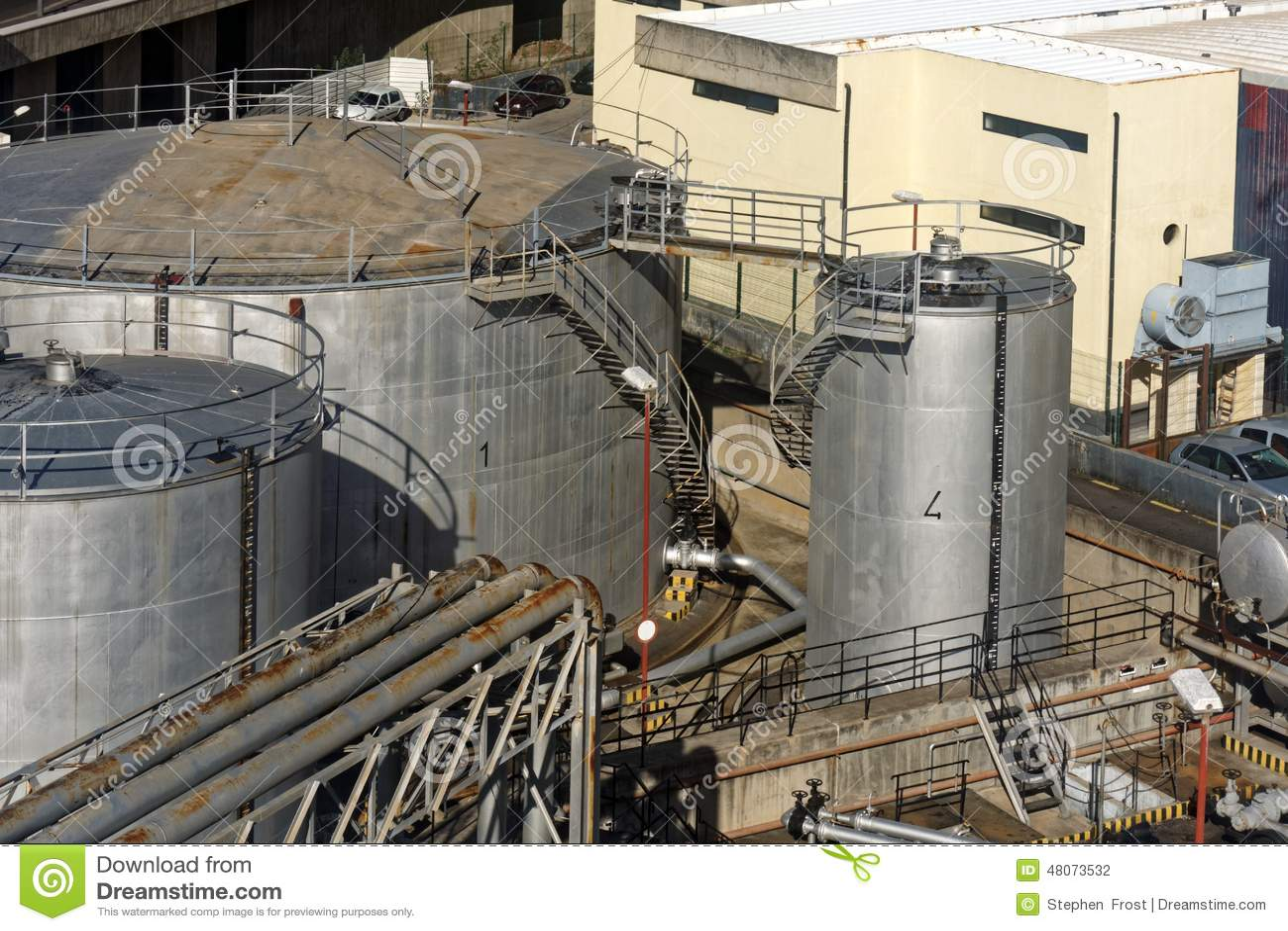 Facilidade do armazenamento do fuel-óleo