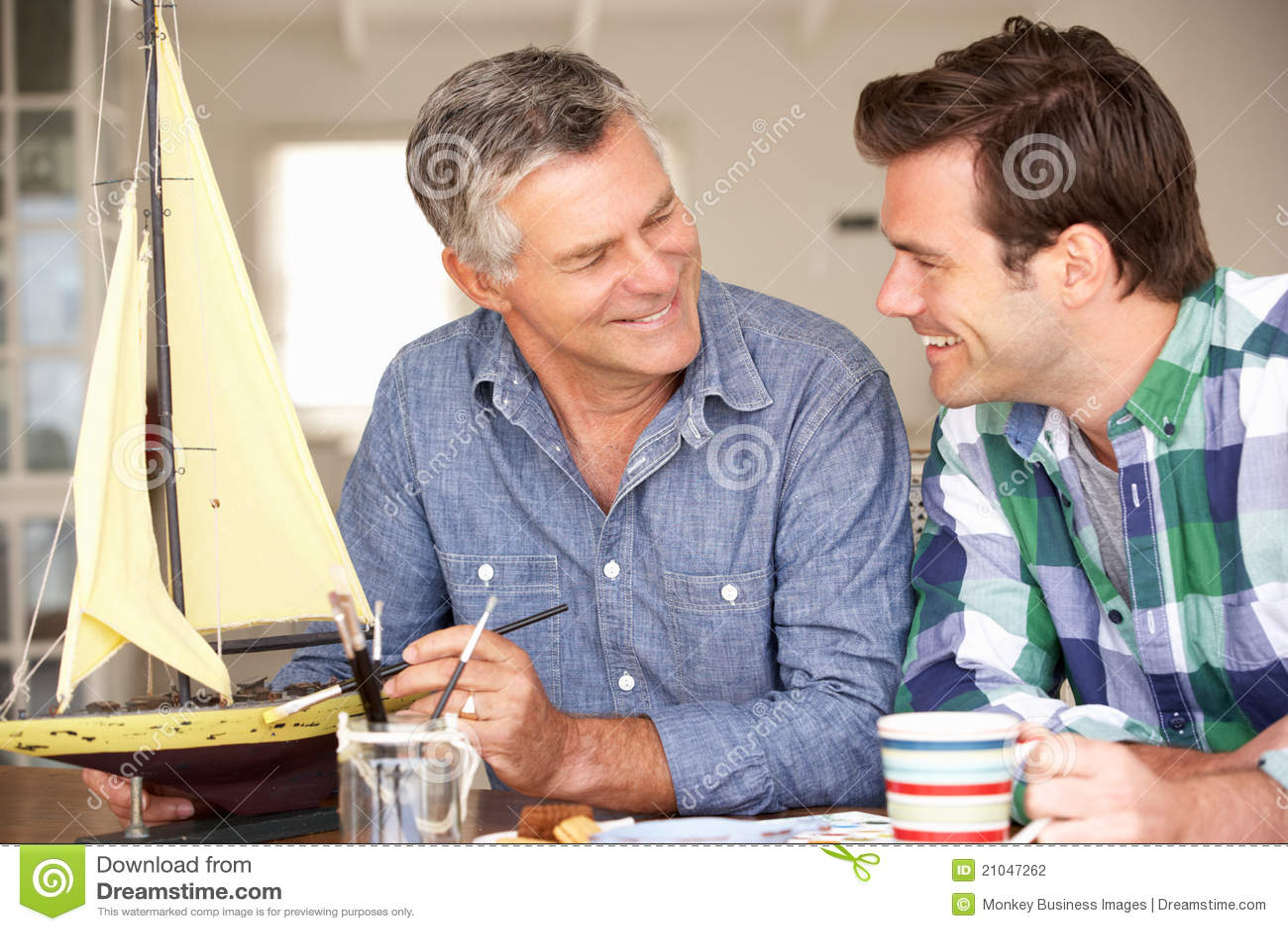 Factura modelo adulta do pai e do filho