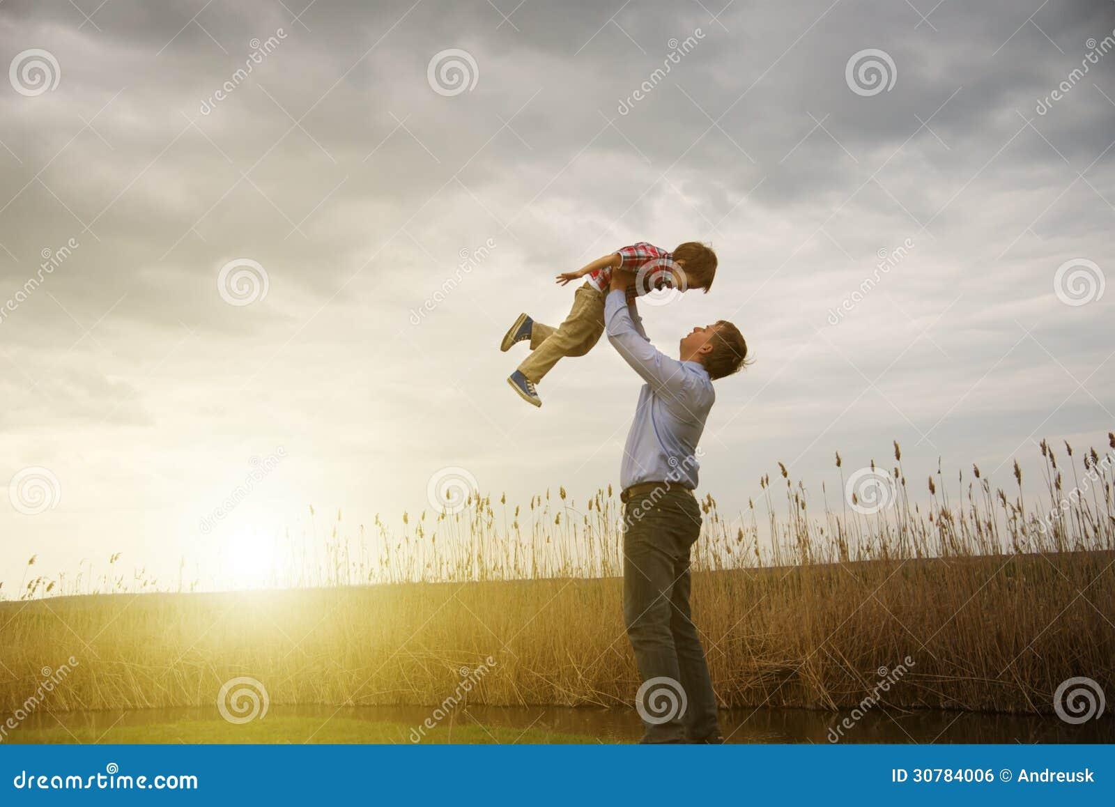 Fader med sonen