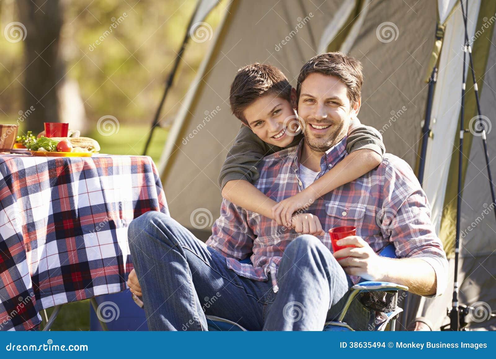 FaderAnd Son Enjoying campa ferie