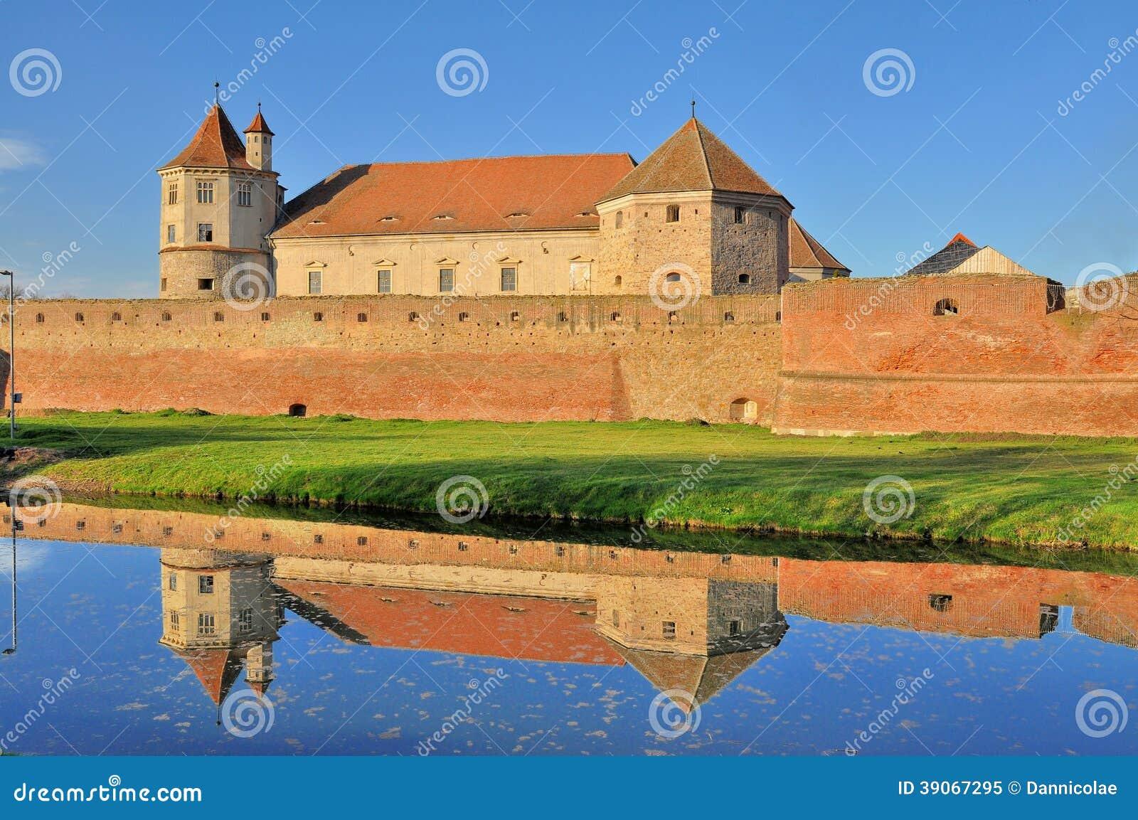 Fagaras Castle - μεσαιωνικό φρούριο στη Ρουμανία