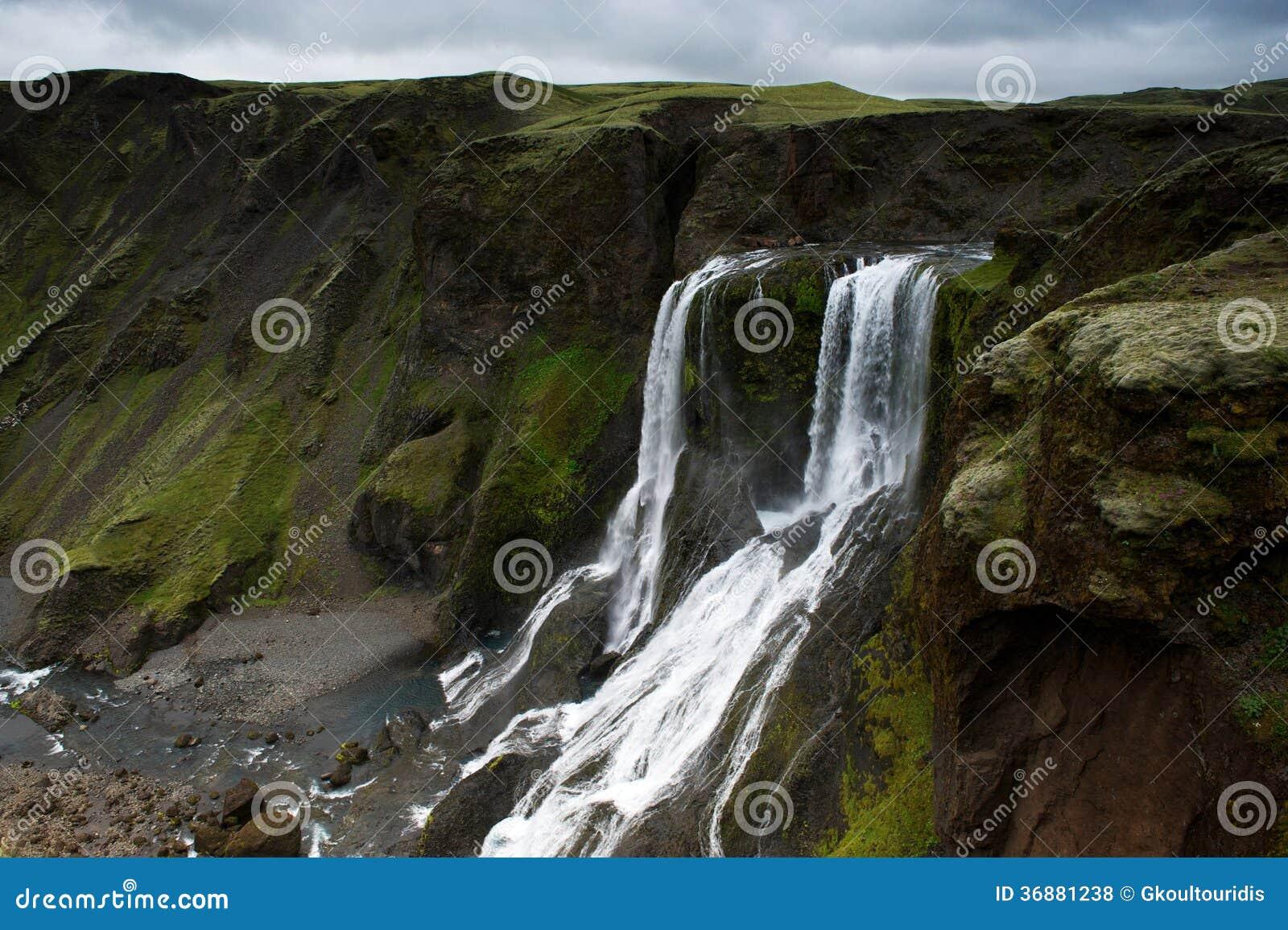 Download Fagrifoss (bella Cascata) Nell'area Di Lakagigar, Islanda Del Sud Fotografia Stock - Immagine di nordico, cloudscape: 36881238
