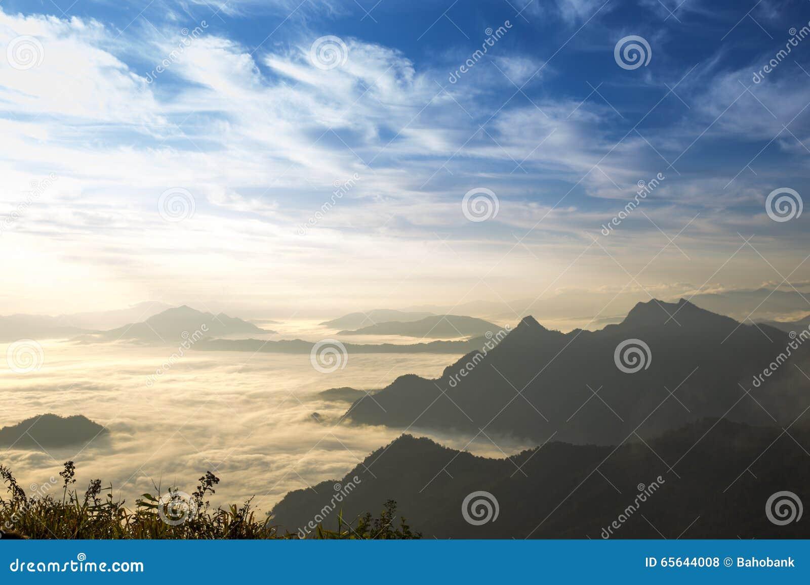 Fahrenheit de Chi de Phu de voyage à la Thaïlande/à montagne et au ciel embrument le voyage étonnant de falaise