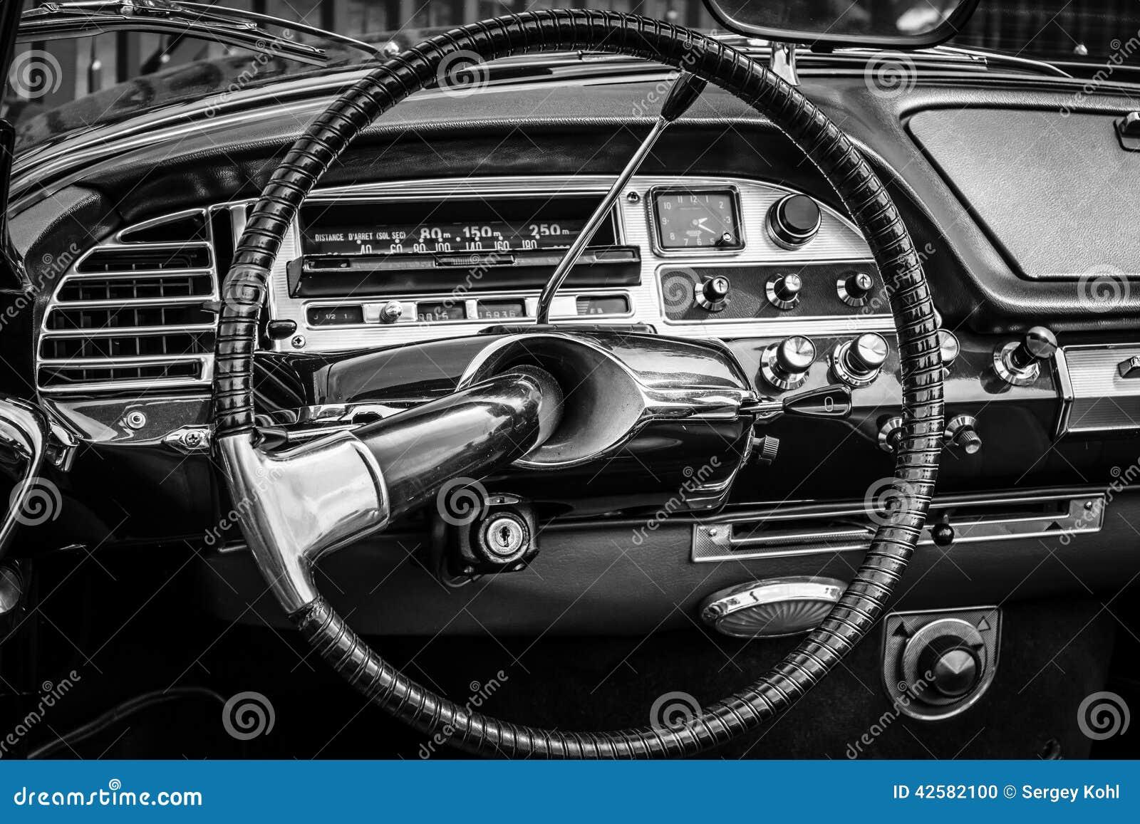 Fahrerhaus des mittelgroßen luxusautos citroen ds redaktionelles
