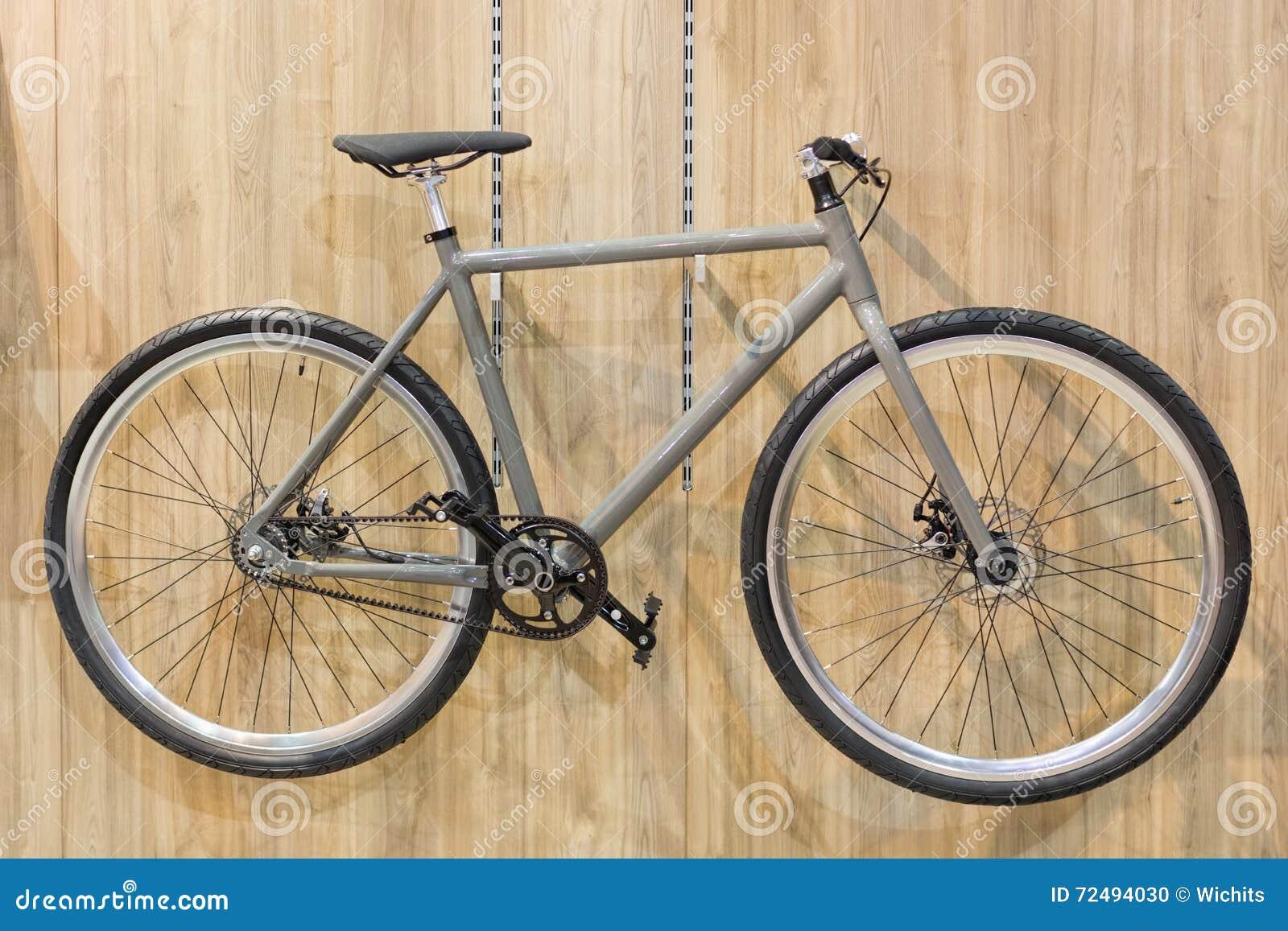Fahrrad Gehangen An Wand Stockfoto Bild Von Erholung 72494030