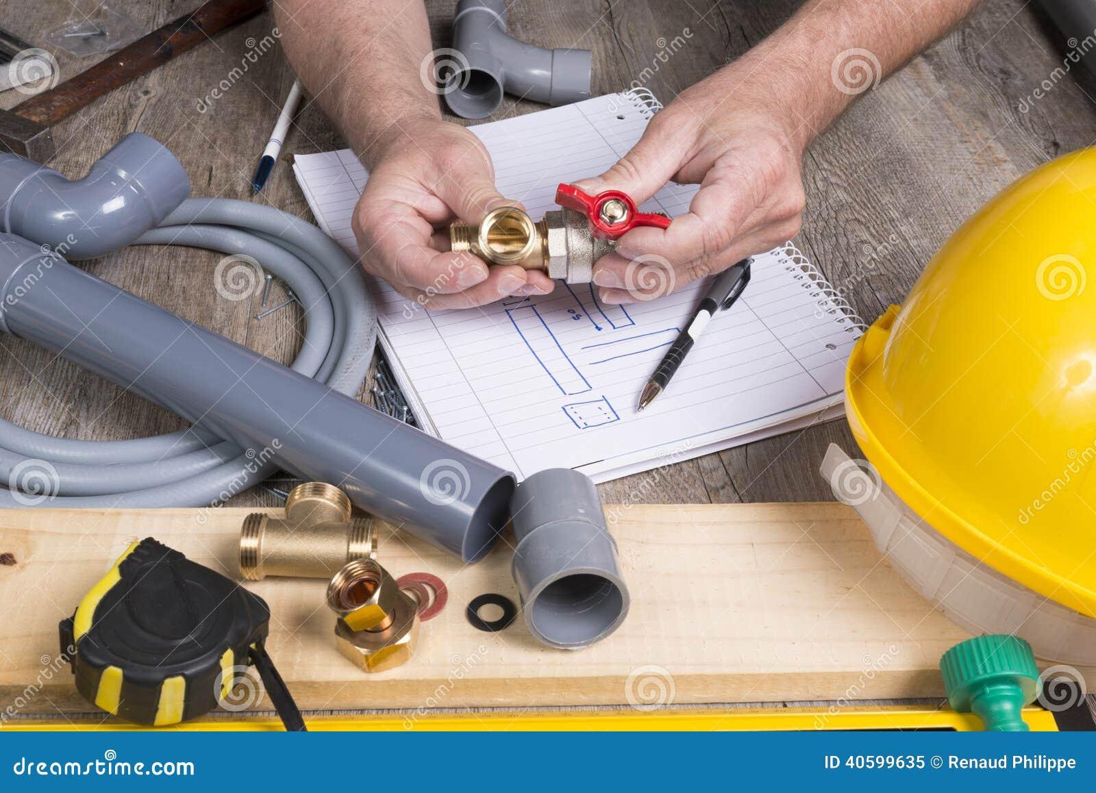 Fai da te dell 39 impianto idraulico con differenti strumenti for Realizzare impianto idraulico fai da te