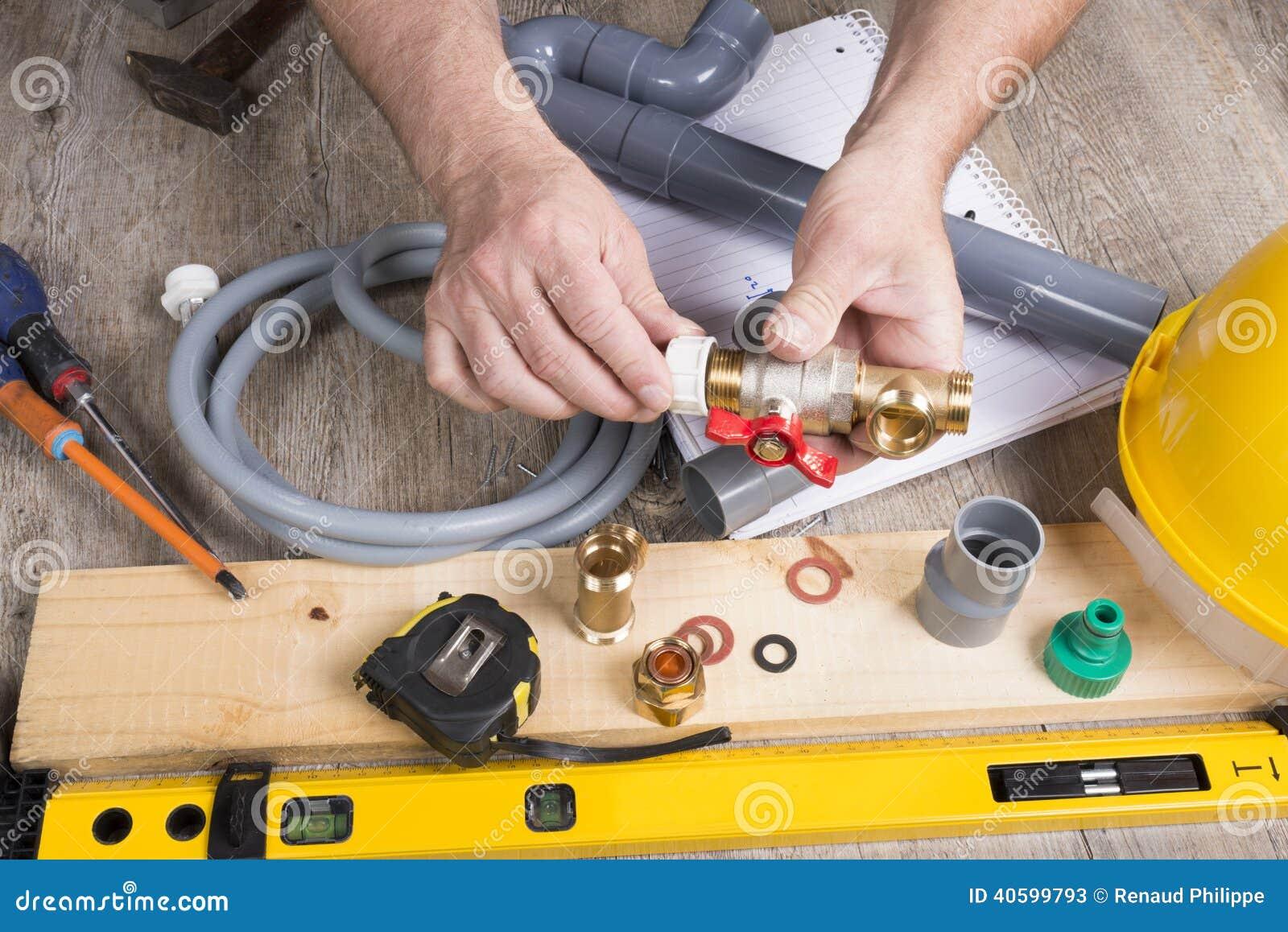 Fai-da-te Dellimpianto Idraulico Con Differenti Strumenti ...