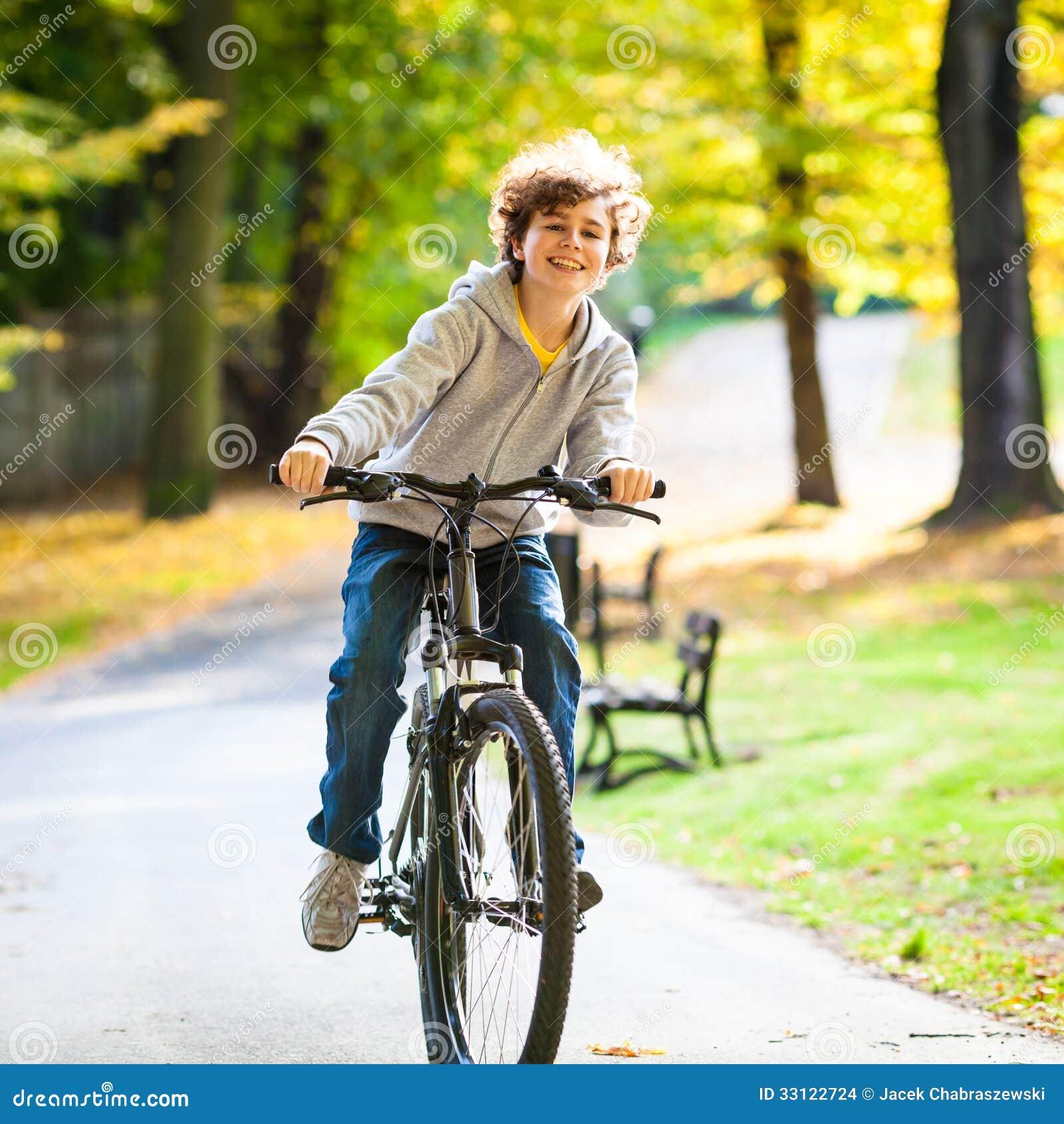 Faire du vélo d adolescent