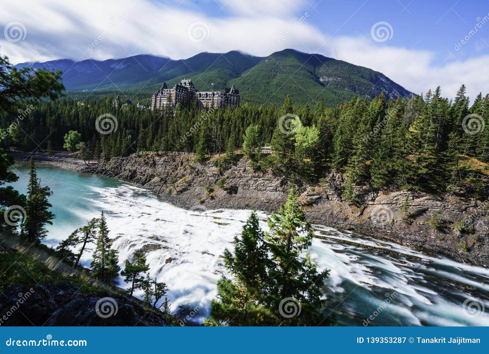 Fairmont Banff Springs encontrado dentro