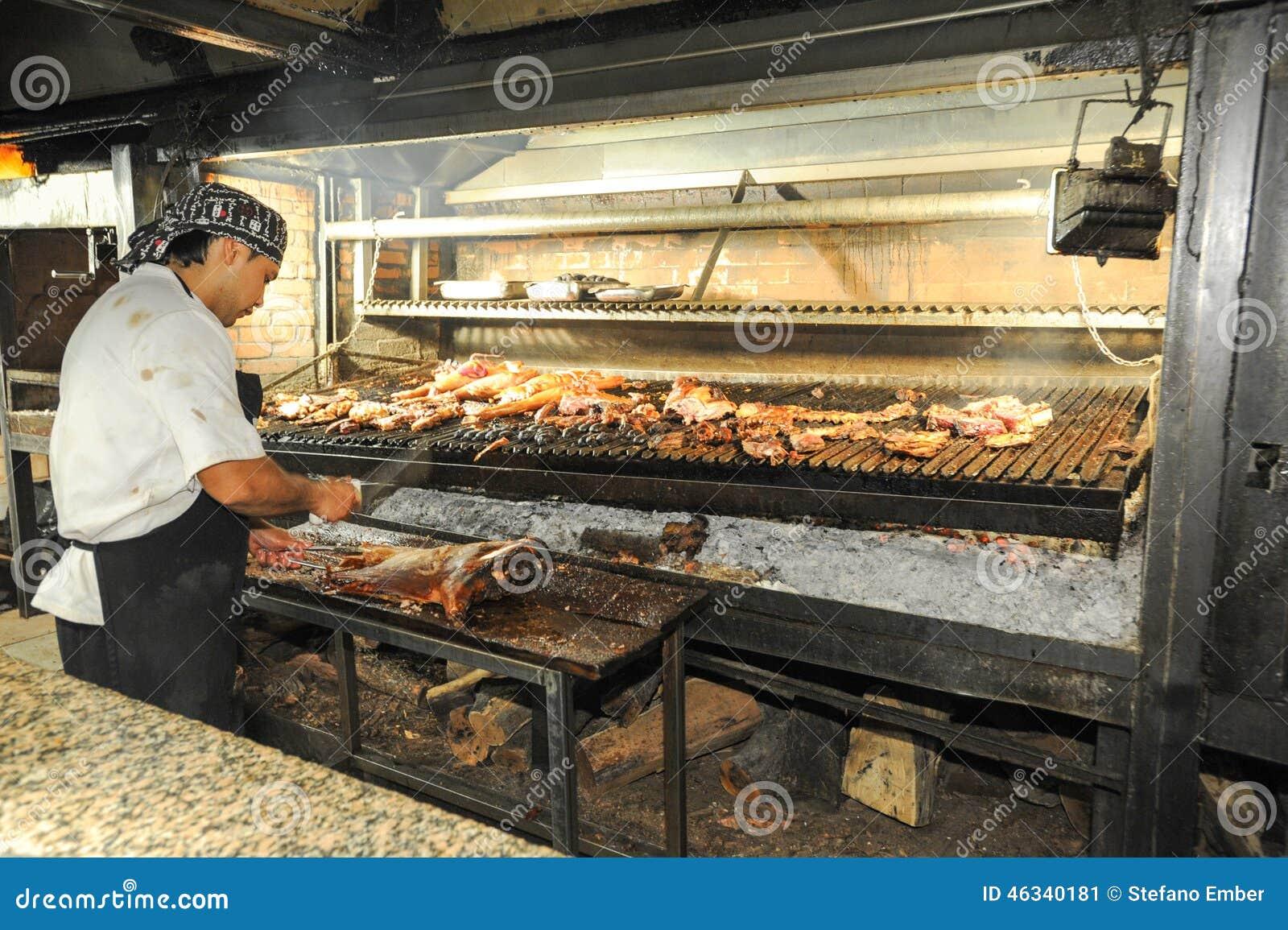 Faites cuire sur le gril de bbq un restaurant de mendoza for Silla 14 cafe resto mendoza mendoza
