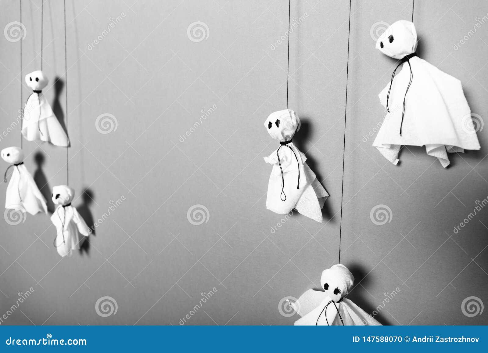 Faites-le, fond de papier de fantômes Concept de métier de Halloween
