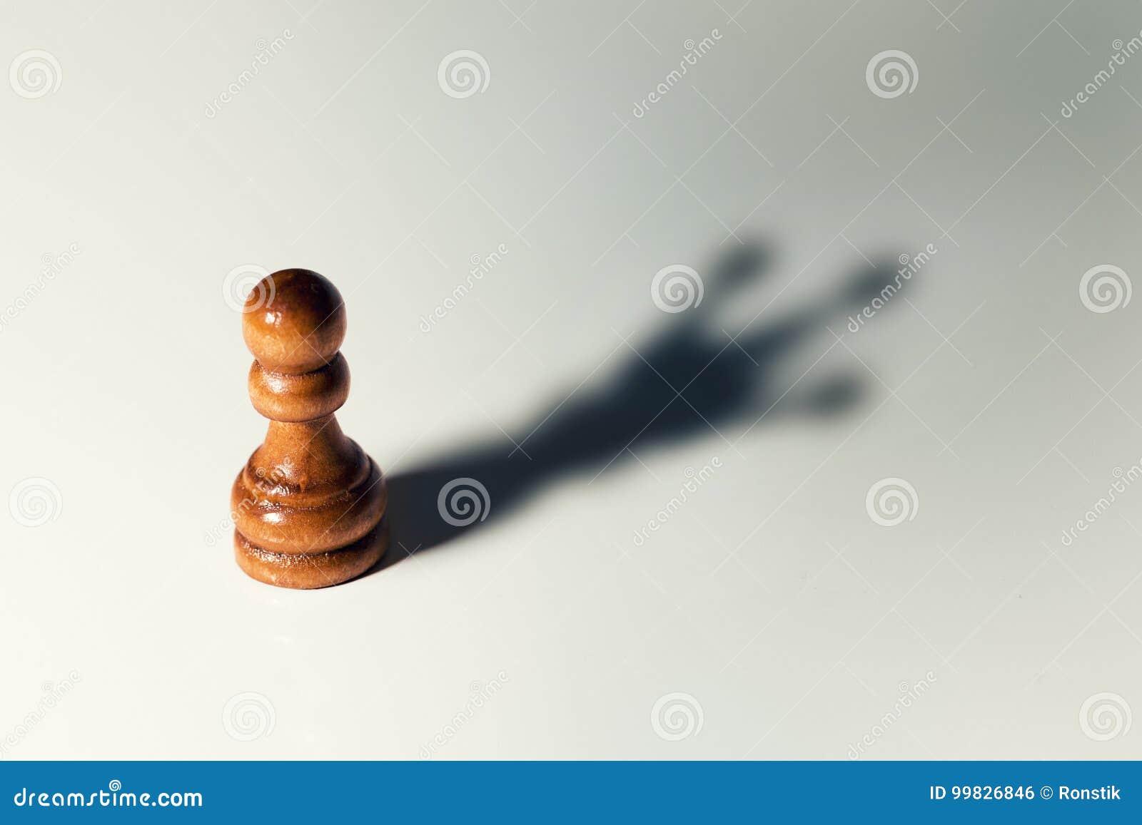 Faites-vous confiance le concept - gage d échecs avec l ombre de roi