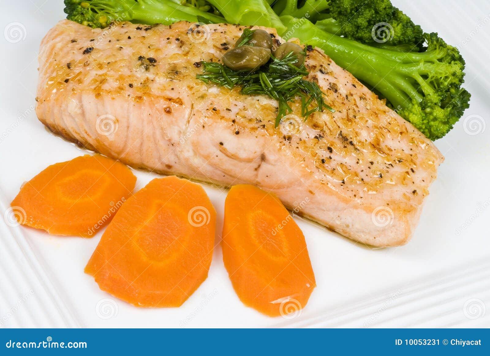 Faixa Salmon com molho da alcaparra e do aneto