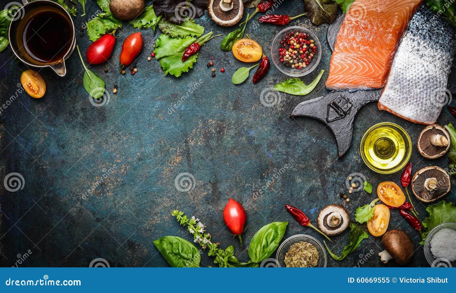 Faixa Salmon com os ingredientes frescos para o cozimento saboroso no fundo rústico, vista superior, bandeira