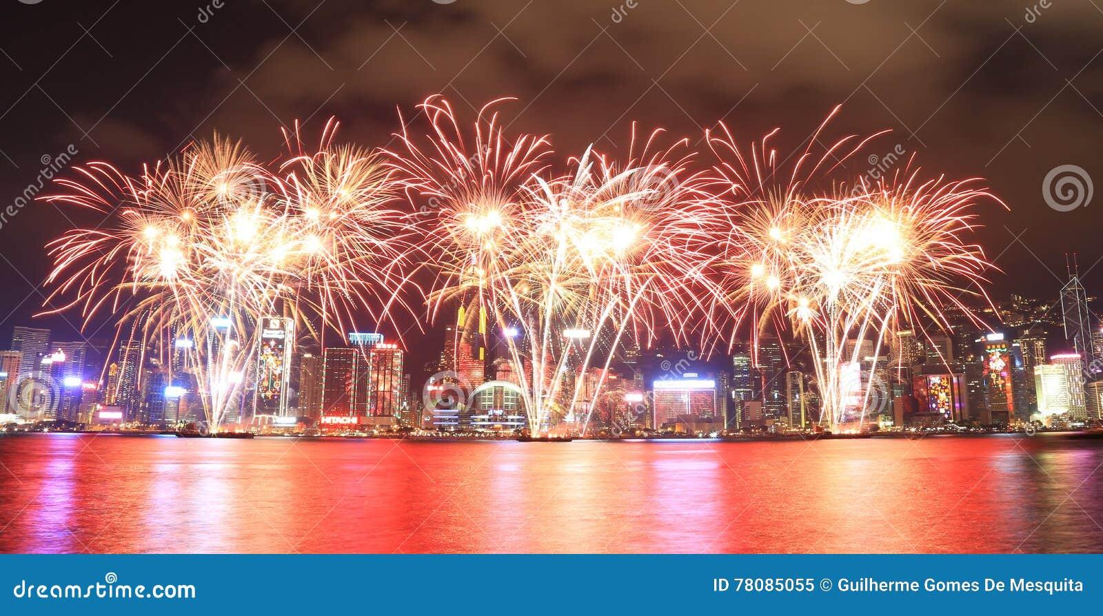 Fajerwerki świętuje chińskiego nowego roku w Hong Kong