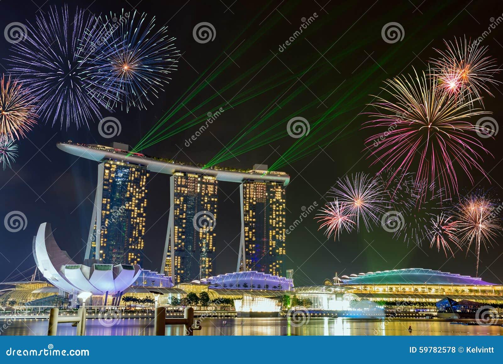 Fajerwerki przy Marina zatoki piaskami Singapur
