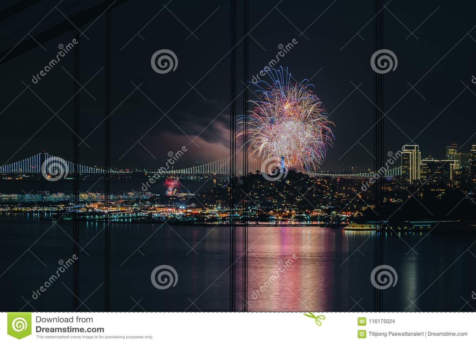 Fajerwerku szczęśliwy nowy rok 2018 @ San Fransisco