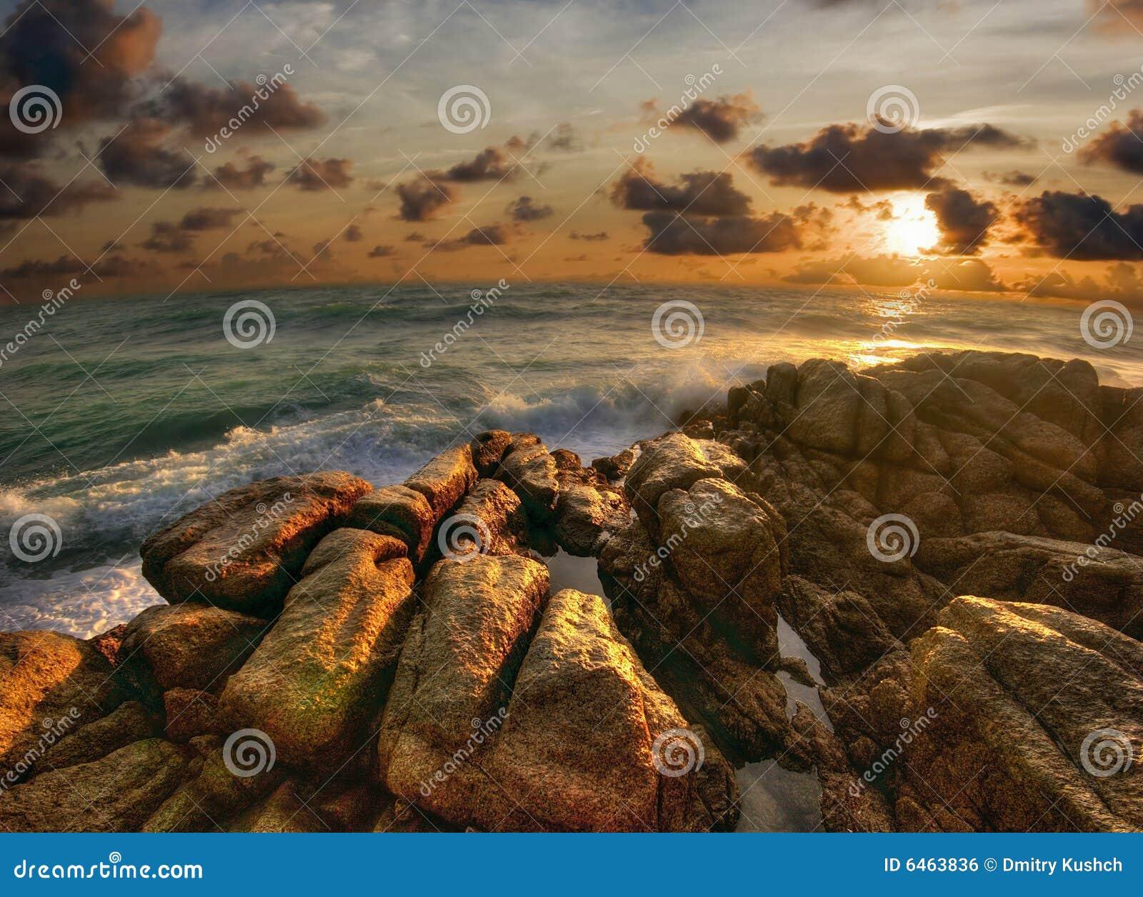 Fala phuket stone