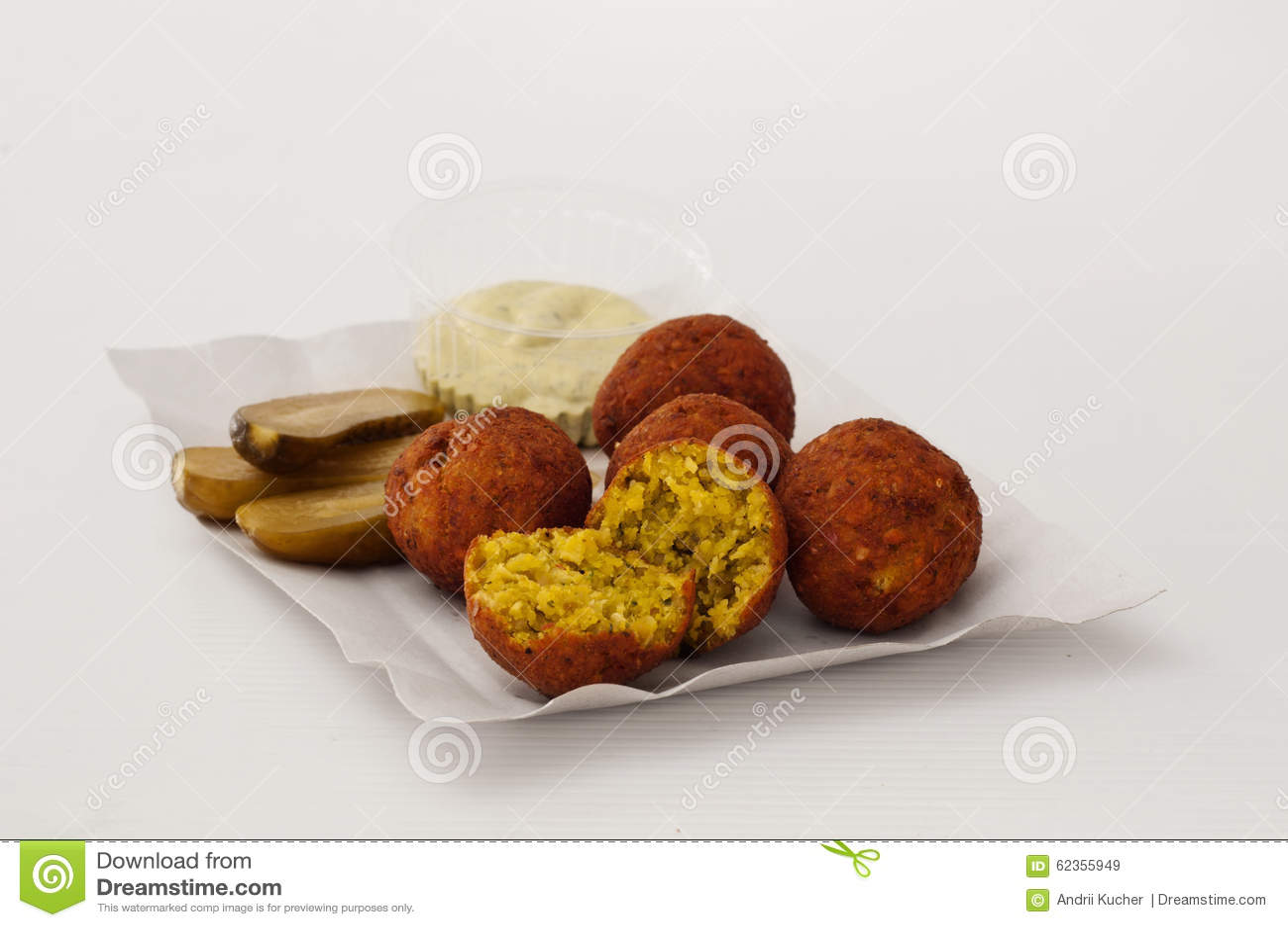 Falafel dietético em uma placa